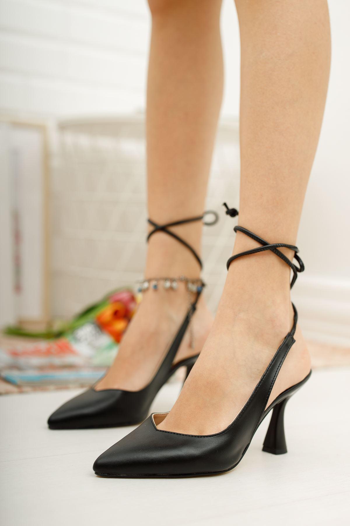 Kadın Merlin Bağcık Detaylı Sivri Burun Mat Deri Siyah Topuklu Ayakkabı