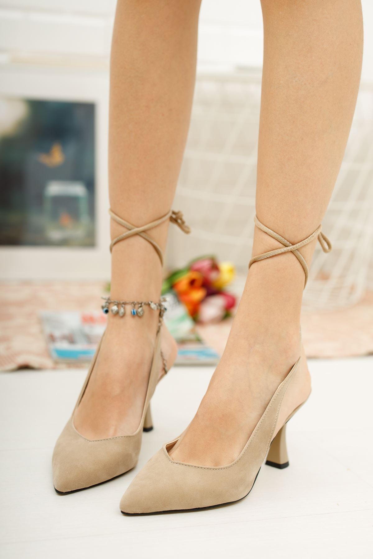 Kadın Merlin Bağcık Detaylı Sivri Burun Ten Süet  Topuklu Ayakkabı