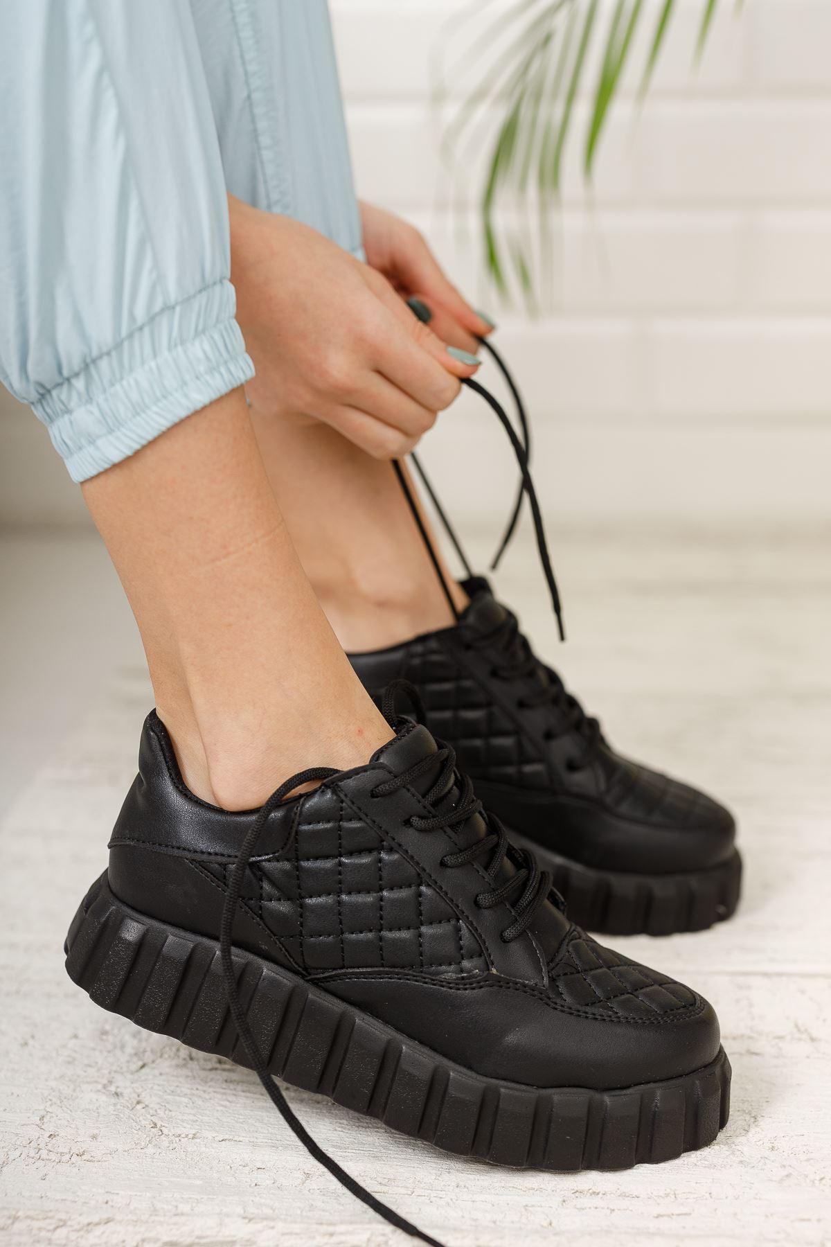 Kadın İgor Kalın Taban Bağcıklı Kapitone Siyah Spor Ayakkabı