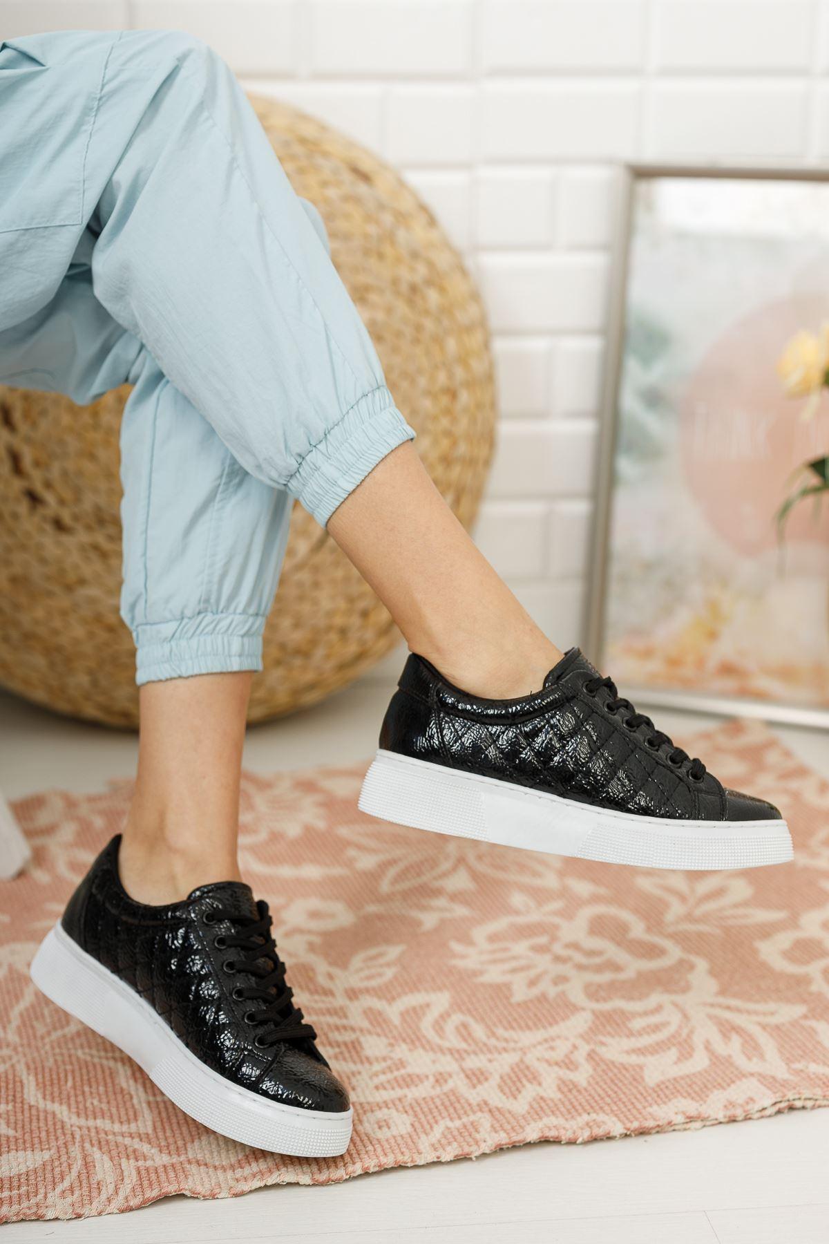 Kadın Polin Kalın Taban Bağcıklı Kapitone Siyah Rugan Spor Ayakkabı