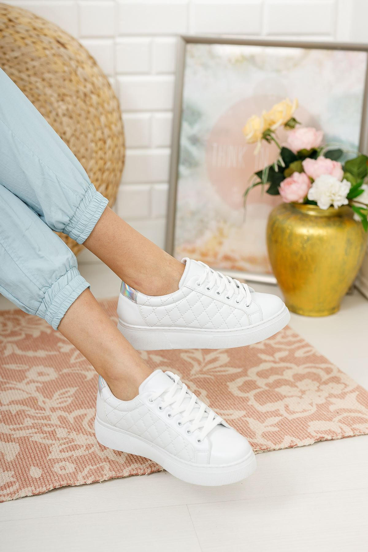 Kadın Polin Kalın Taban Bağcıklı Kapitone Beyaz Spor Ayakkabı