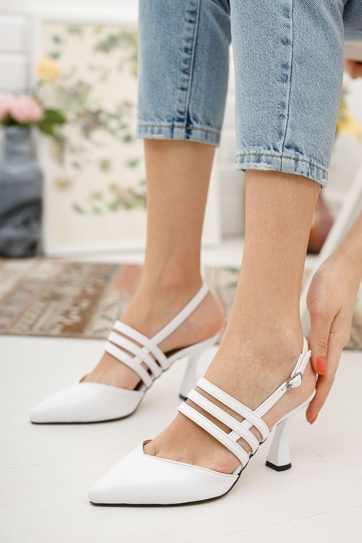 Kadın Minta Sivri Burun Mat Deri Beyaz Kadeh Topuklu Ayakkabı