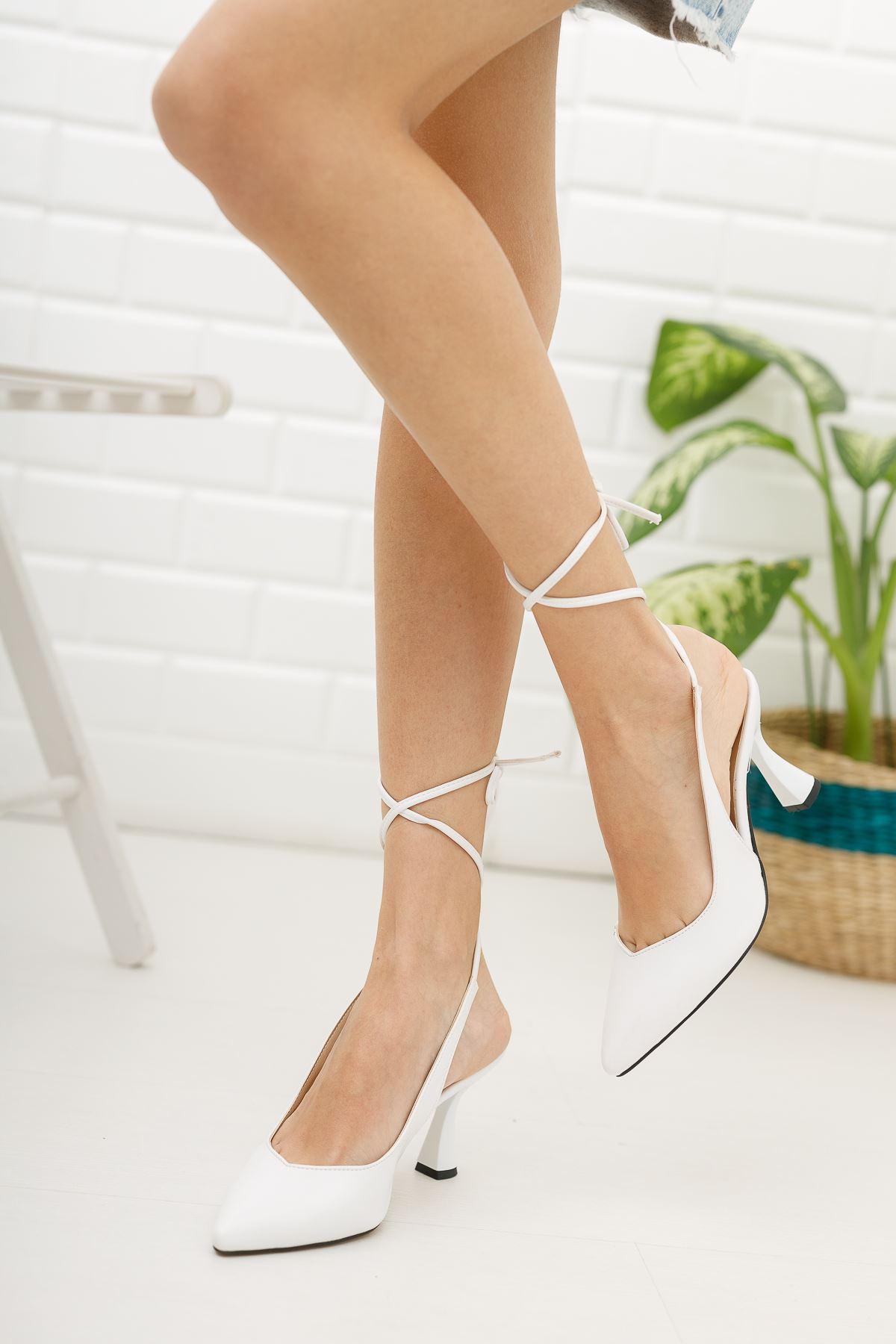 Kadın Merlin Bağcık Detaylı Sivri Burun Beyaz Topuklu Ayakkabı Mat Deri