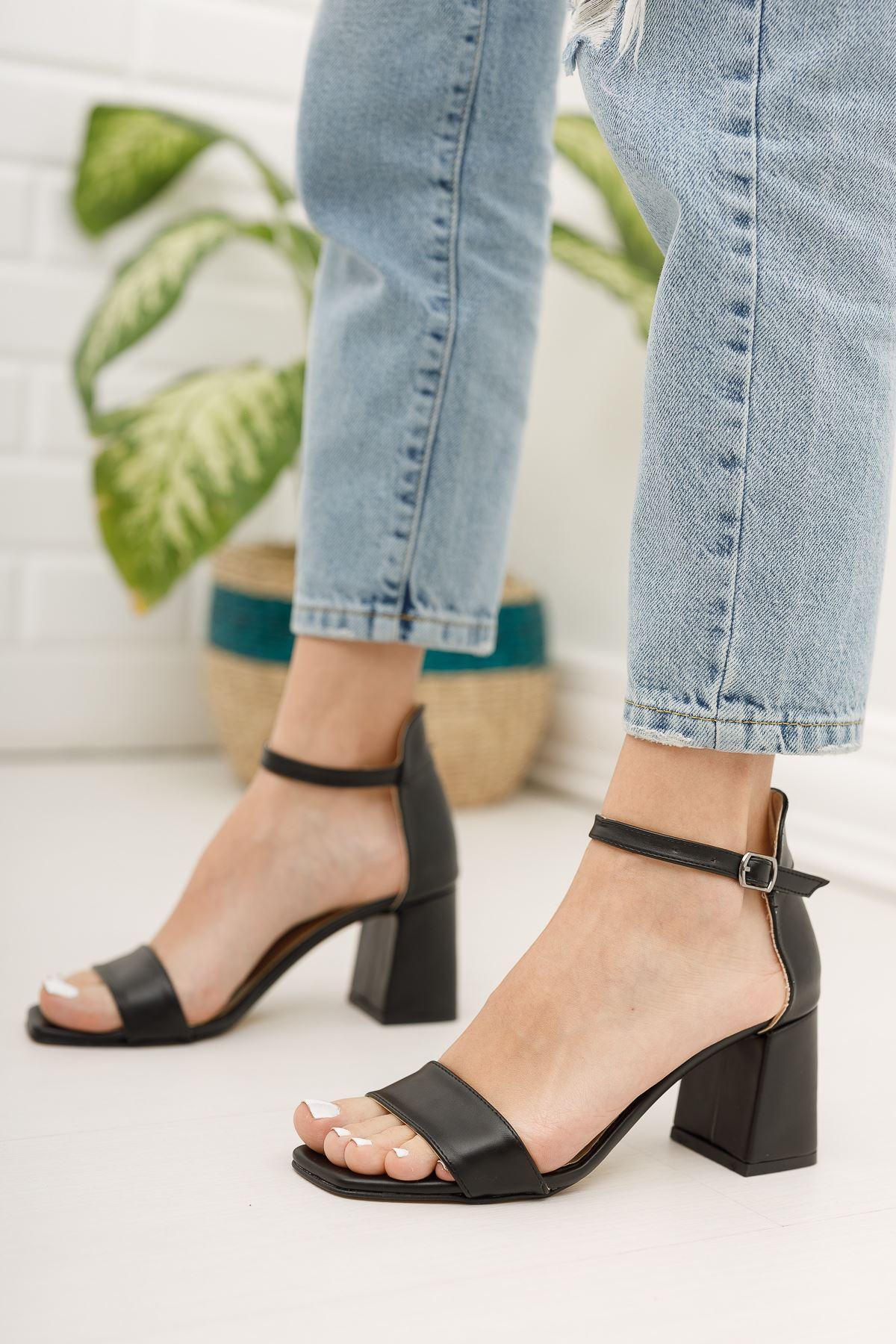 Kadın Toronto Mat Deri Siyah Kısa Topuklu Köşe Burun Tek Bant Ayakkabı
