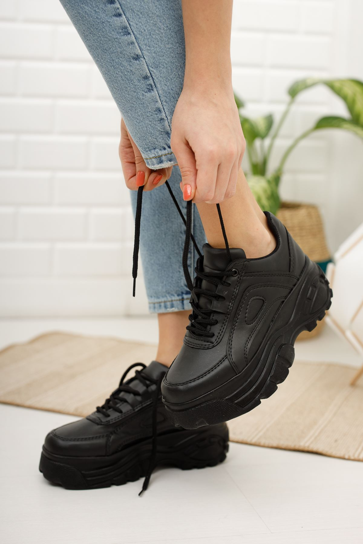 Kadın Buffalo Kalın Taban Bağcıklı Siyah Spor Ayakkabı