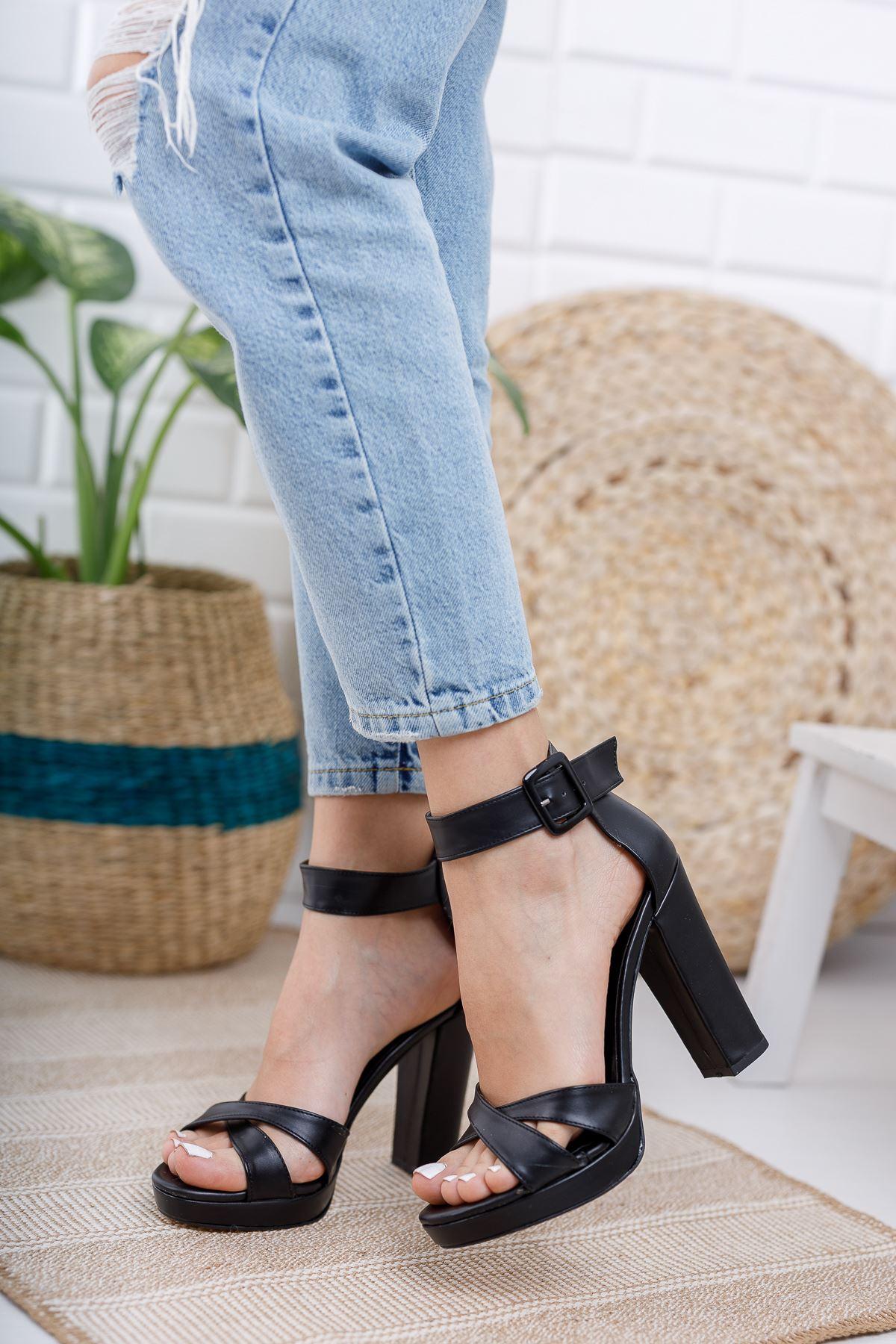 Kadın Loked Yüksek Topuklu Çapraz Bantlı Mat Deri Siyah Tek Bant Ayakkabı