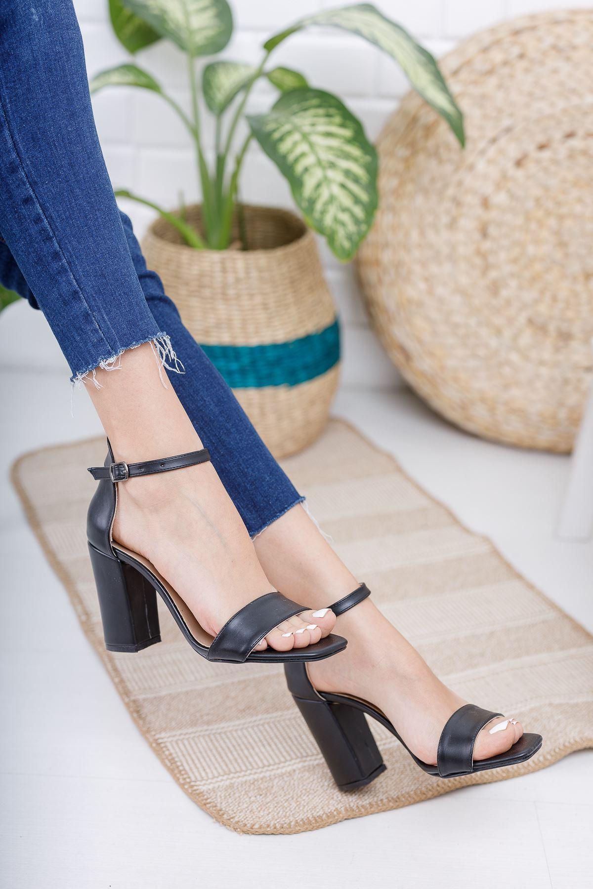 Kadın Tosion Yüksek Topuklu Köşe Burun Mat Deri Siyah Tek Bant Ayakkabı