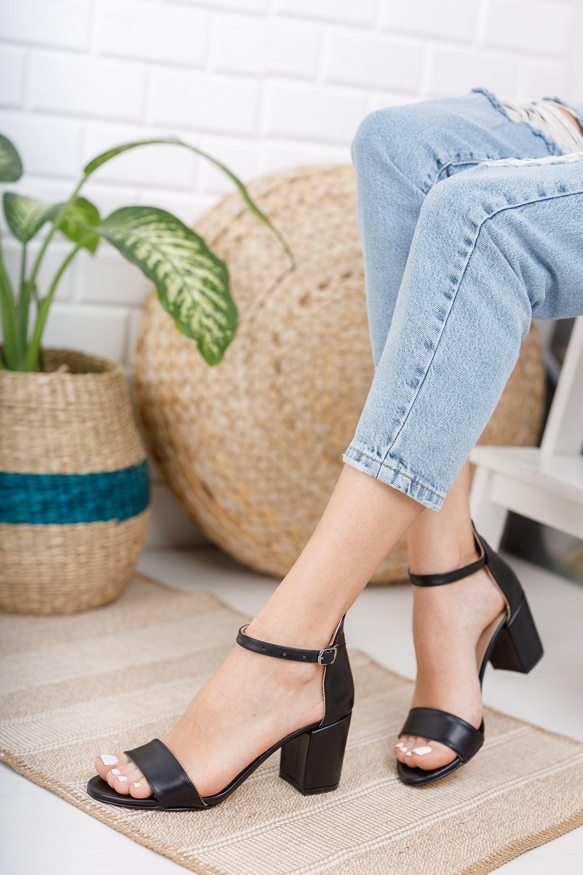 Kadın Mardian Mat Deri Siyah Kısa Topuklu Tek Bant Ayakkabı