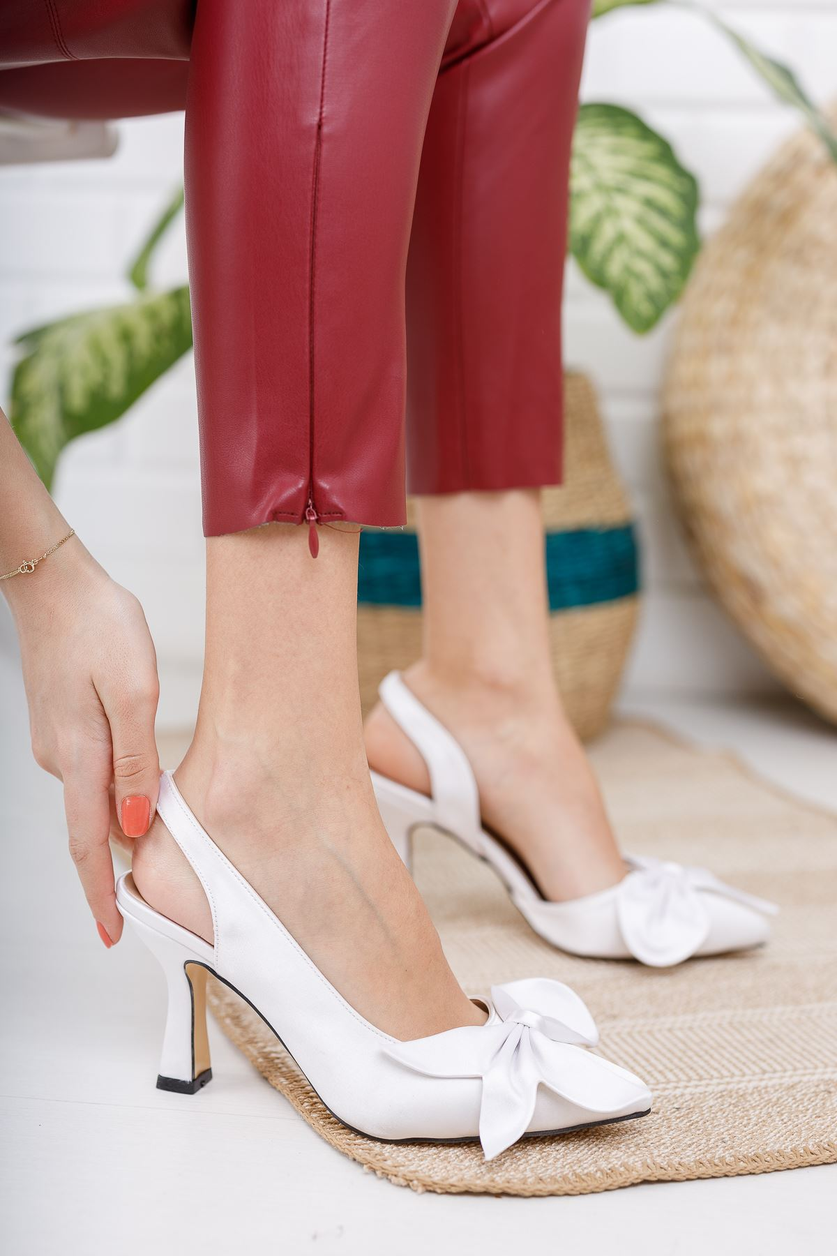 Kadın Siena  Papyonlu Beyaz Saten İnce Topuklu Ayakkabı