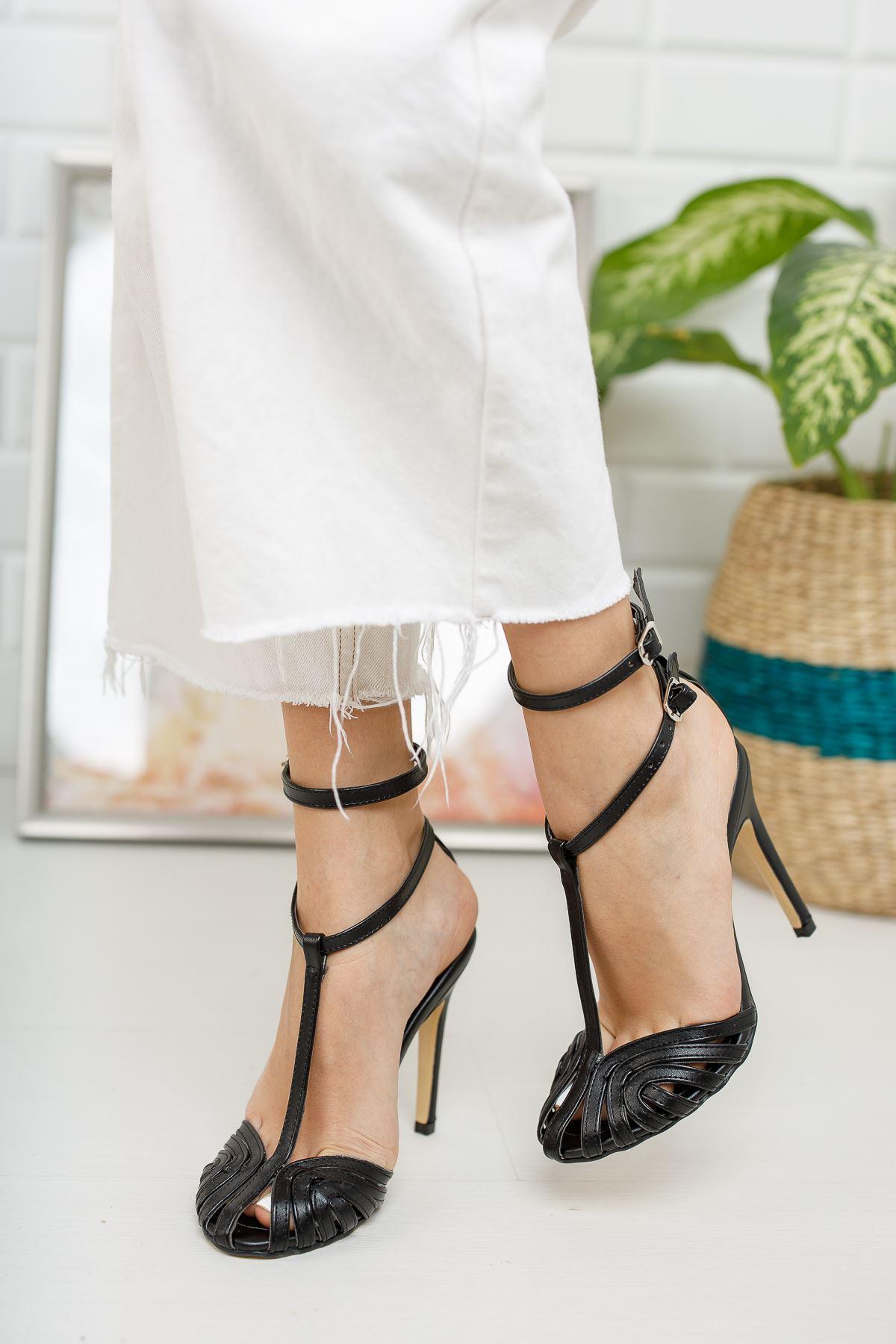 Kadın Vivaldi Kafes Detaylı İnce Topuklu Mat Deri Siyah Ayakkabı