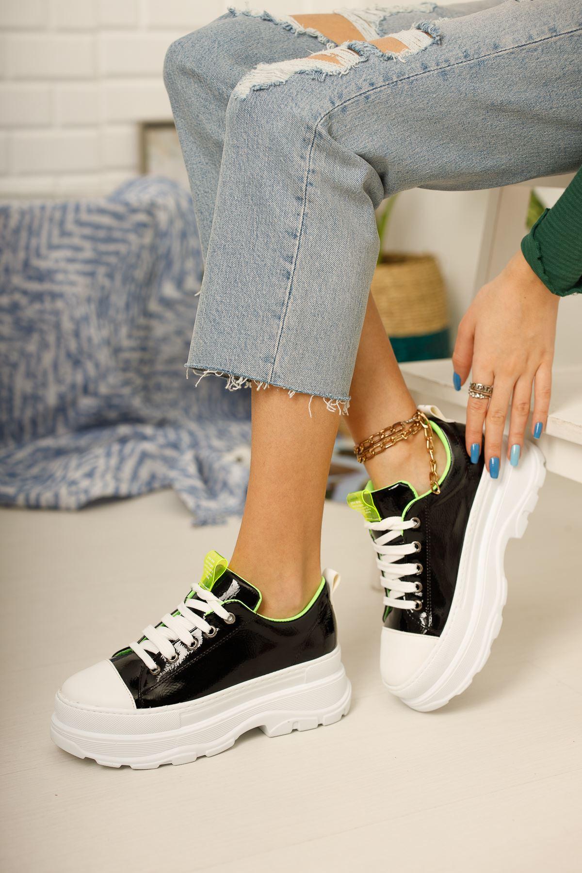 Kadın Diana Kalın Taban  Bağcık Detaylı Siyah Rugan Spor Ayakkabı