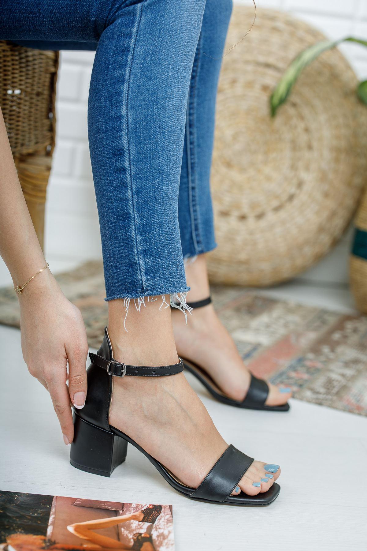 Kadın Tera Kısa Topuklu Köşe Burun Mat Deri Siyah Tek Bant Ayakkabı
