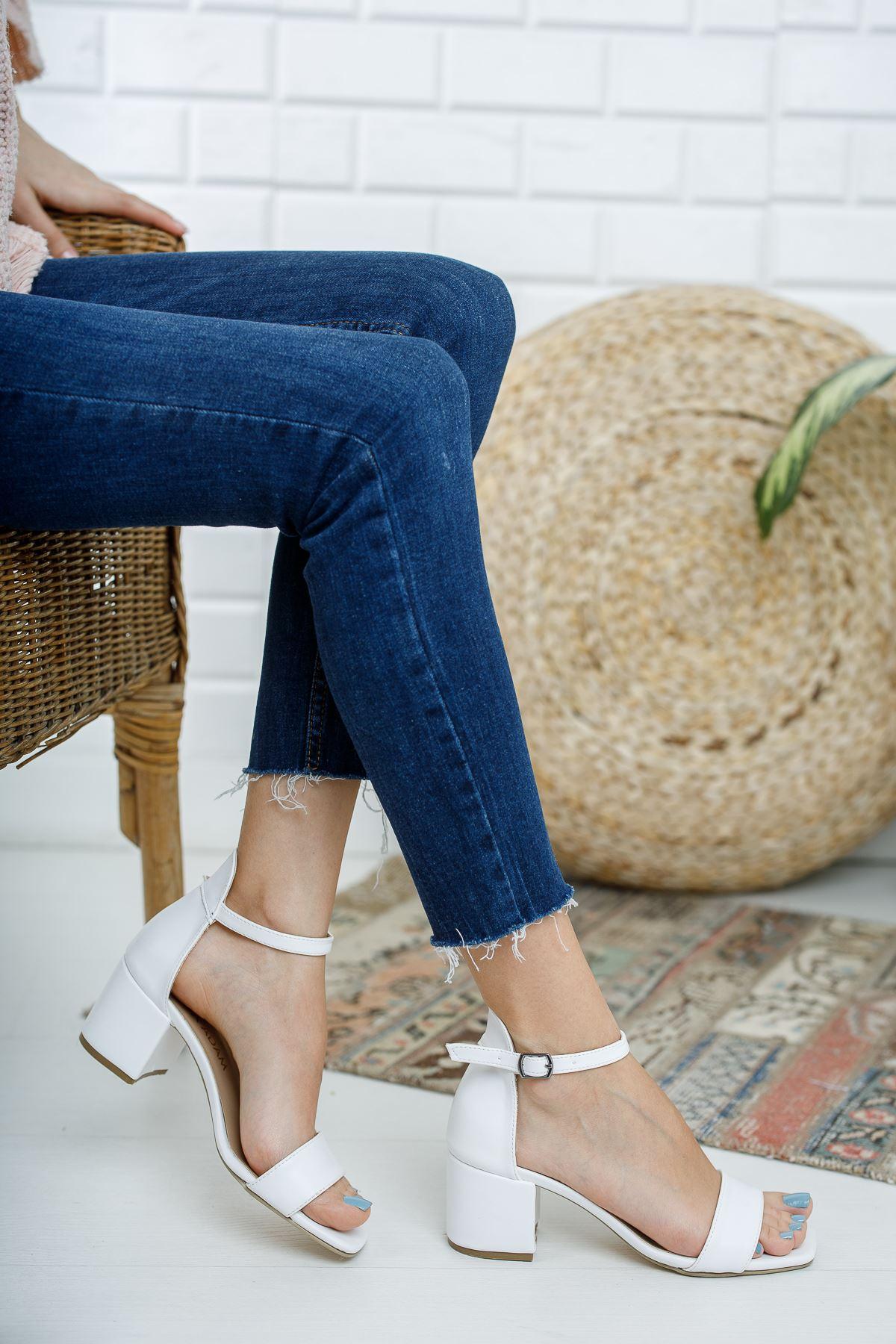 Kadın Tera Kısa Topuklu Köşe Burun Mat Deri Beyaz Tek Bant Ayakkabı