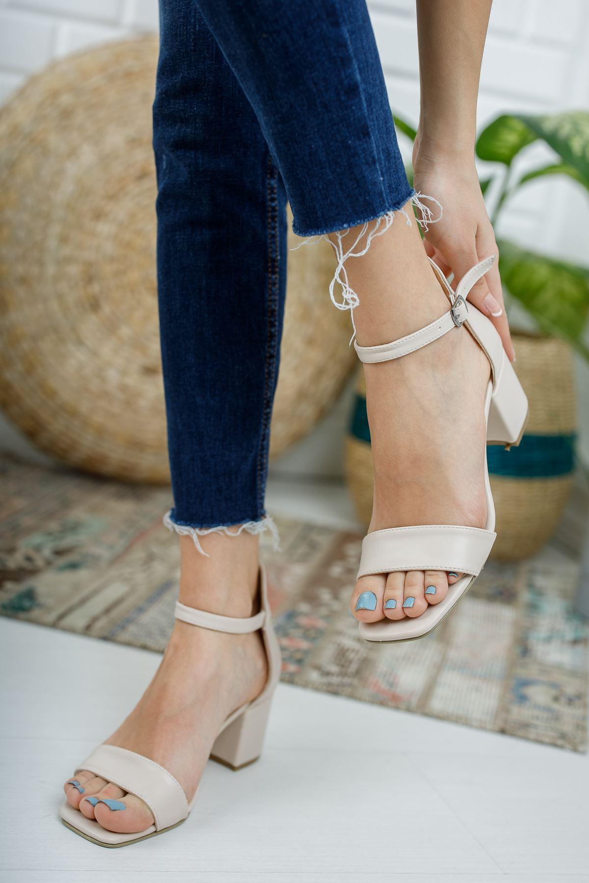 Kadın Tera Kısa Topuklu Köşe Burun Mat Deri Ten Tek Bant Ayakkabı