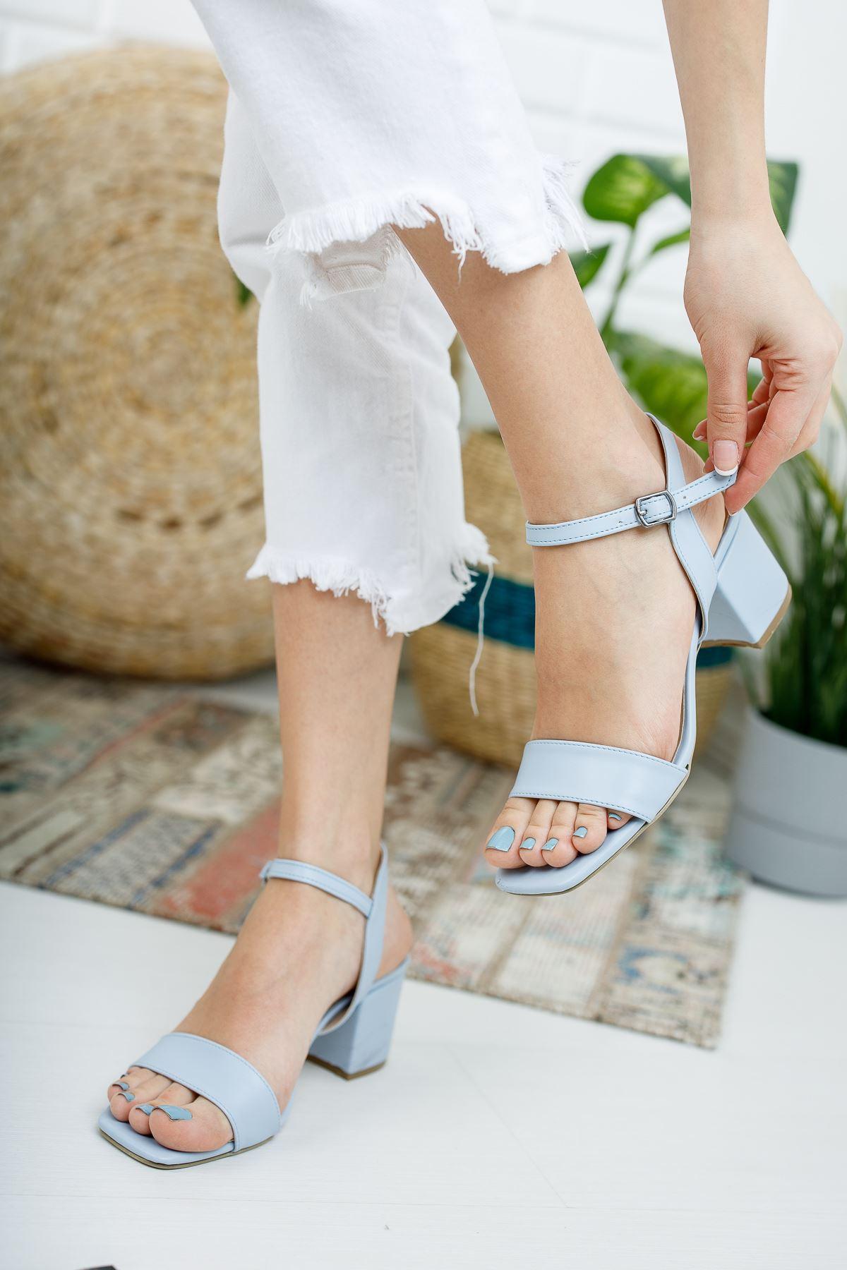 Kadın Canon Kısa Topuklu Köşe Burun Mat Deri Mavi Ayakkabı