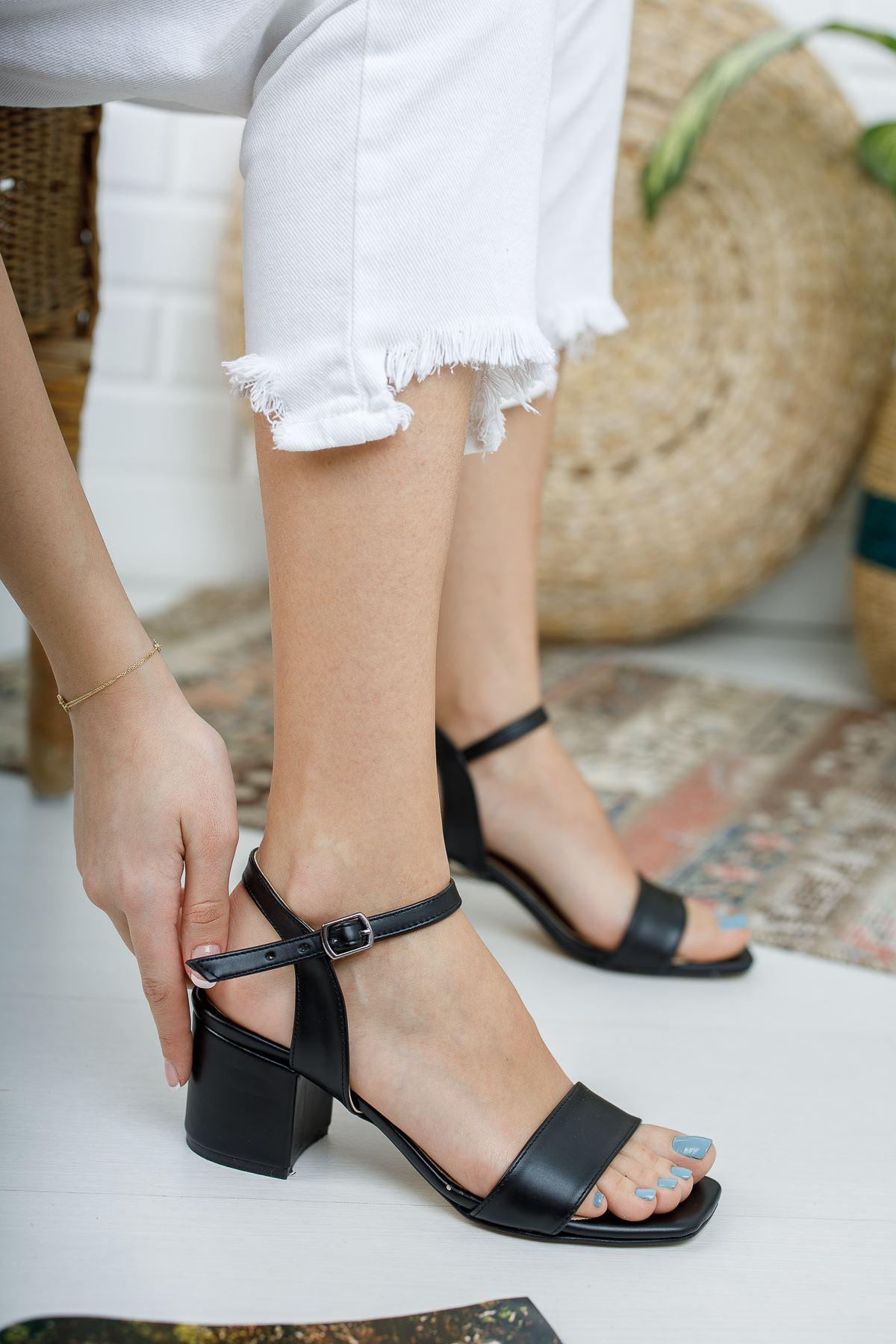 Kadın Canon Kısa Topuklu Köşe Burun Mat Deri Siyah Ayakkabı