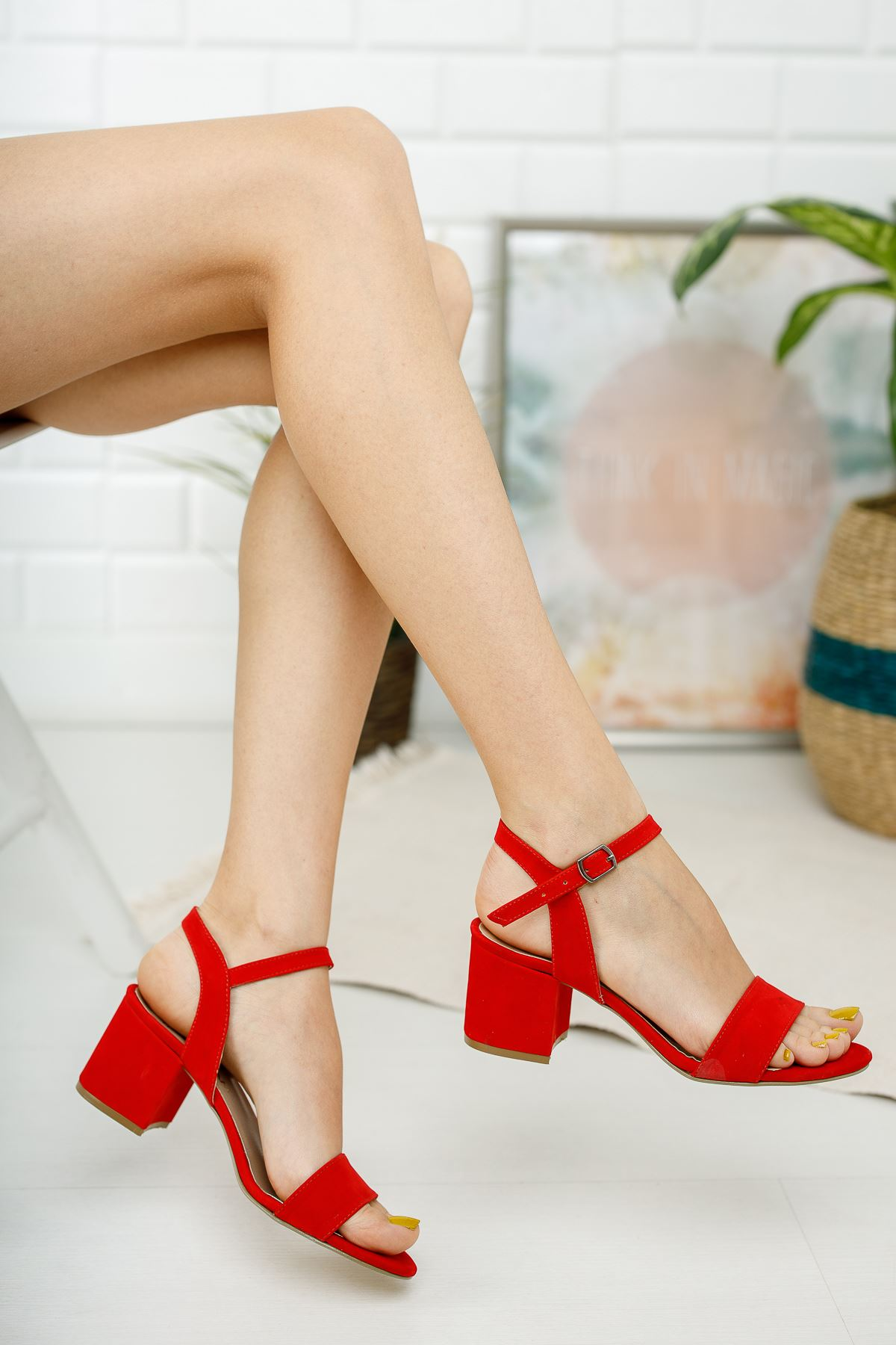 Kadın Lines Kısa Topuklu Kemerli  Kırmızı Süet Ayakkabı