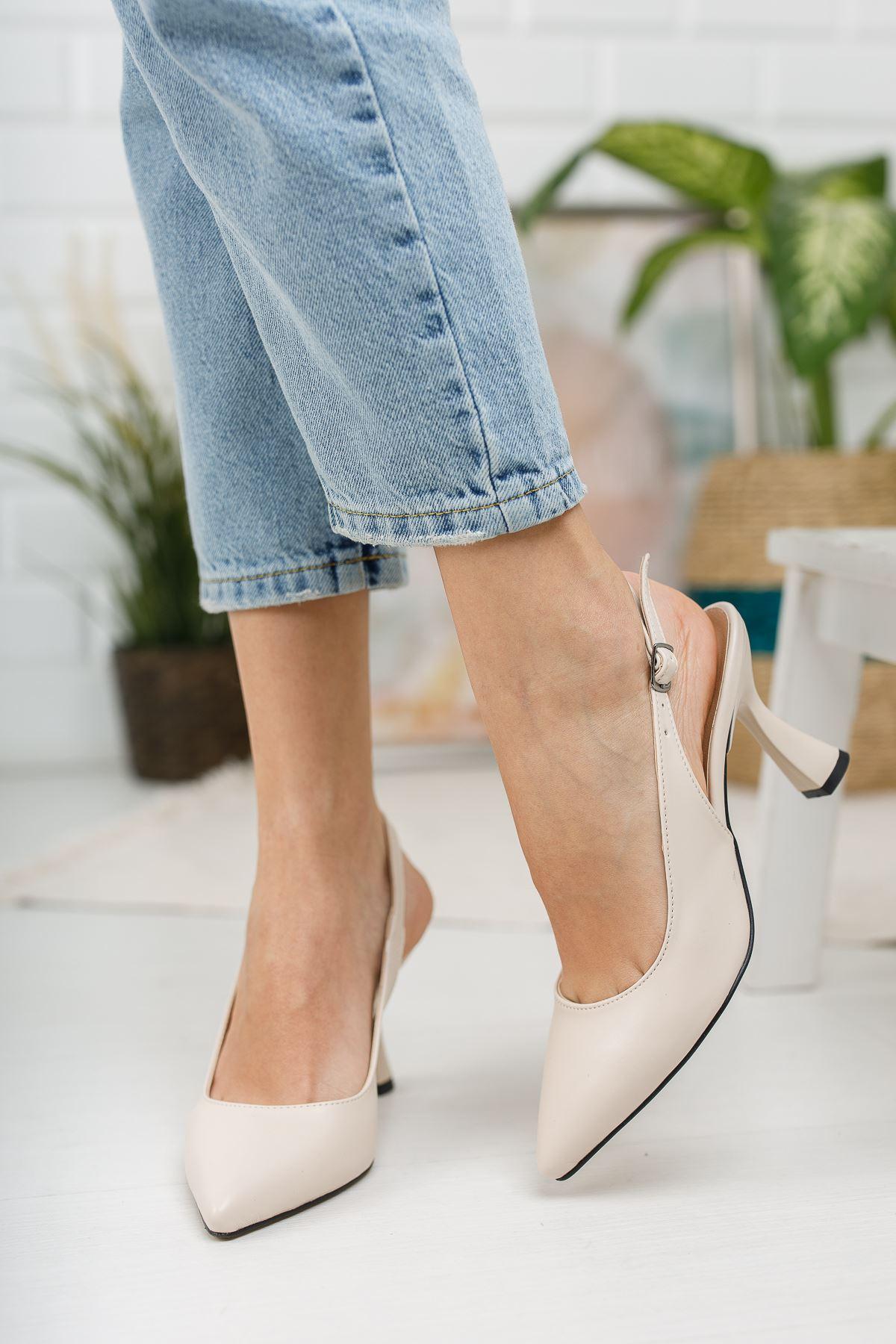 Kadın Ukes Kemer Detaylı Sivri Burun Mat Deri Ten Topuklu Ayakkabı