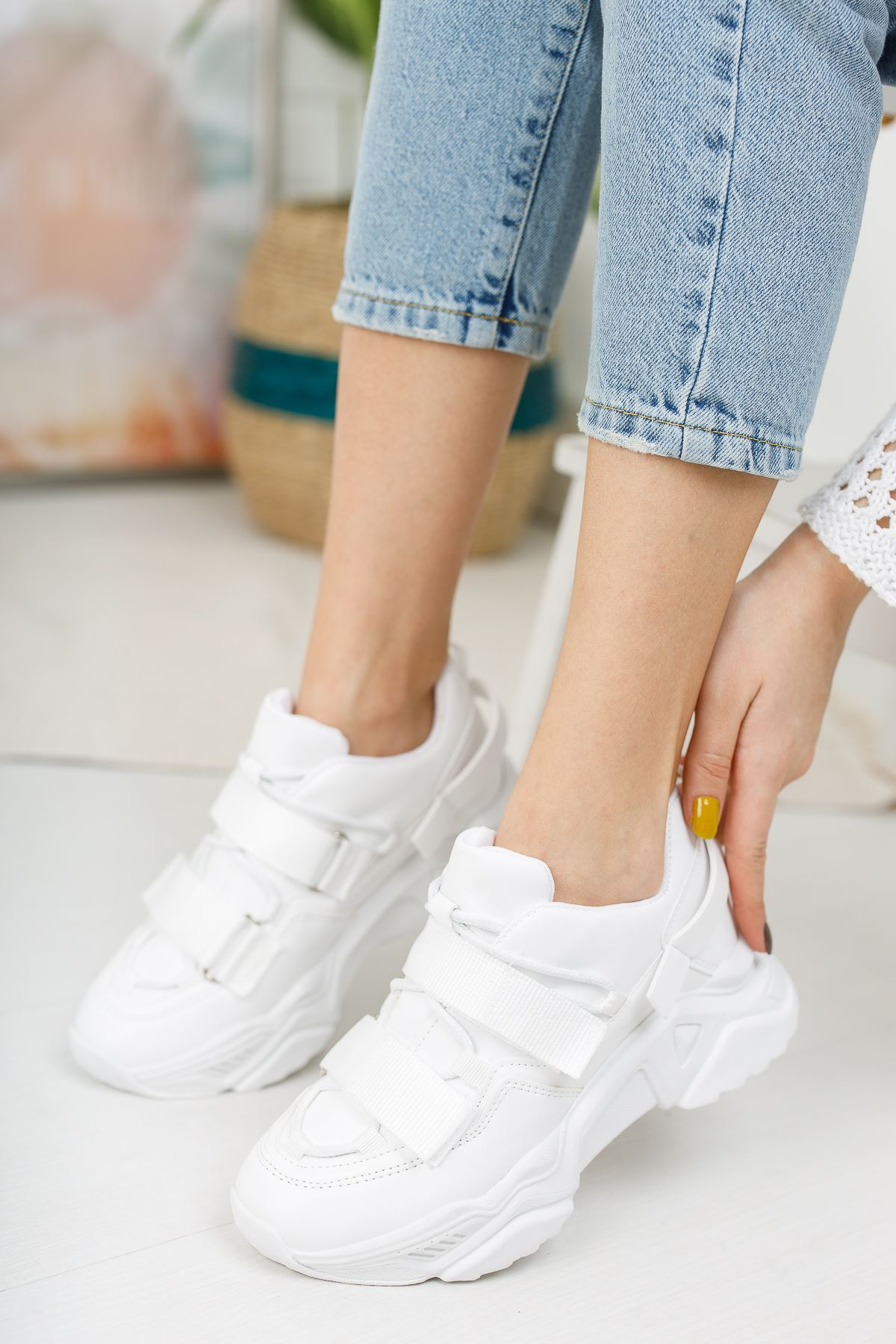 Kadın Goda Kalın Taban Cırtlı Mat Deri Beyaz Spor Ayakkabı