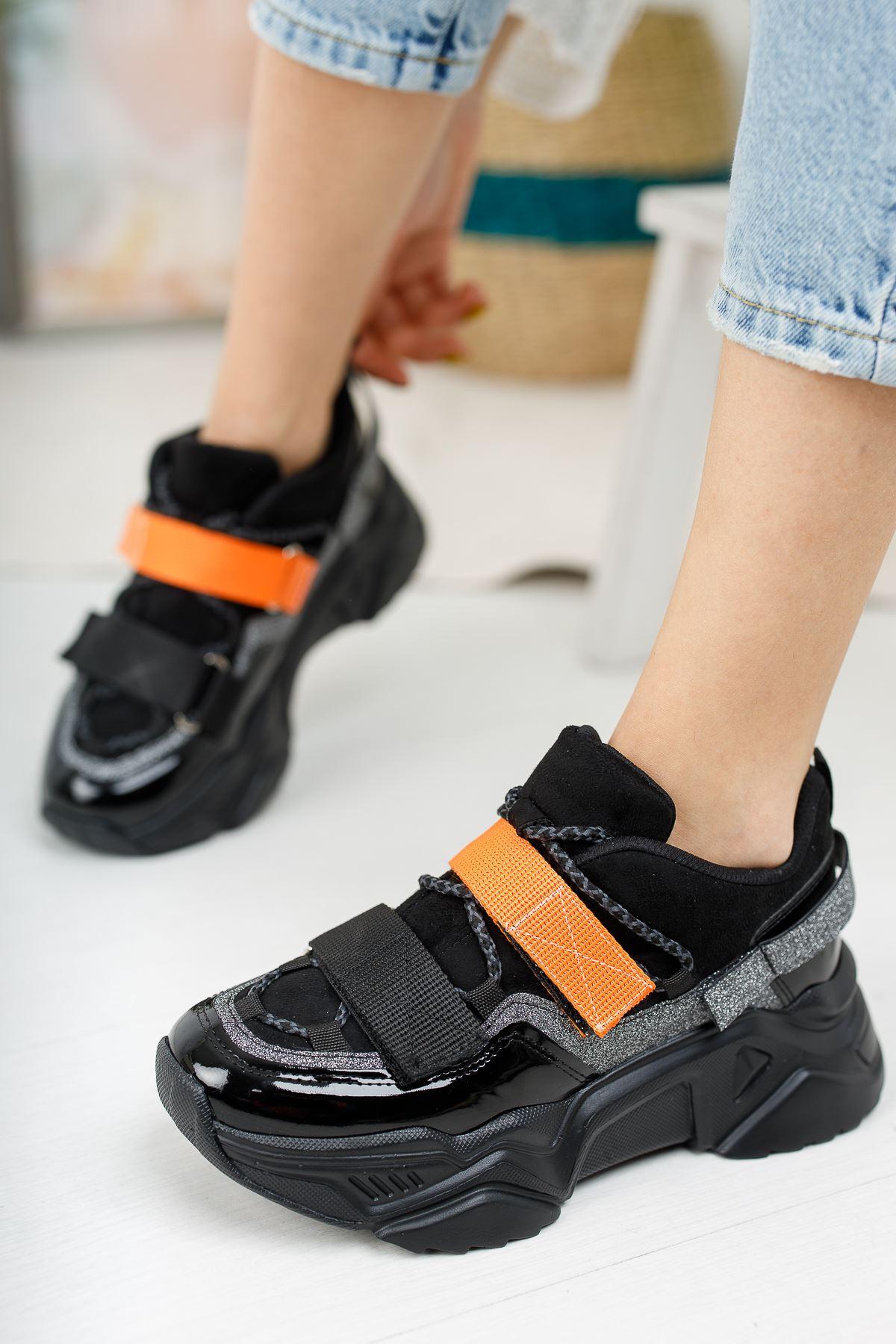 Kadın Goda Kalın Taban Cırtlı Rugan Detaylı Siyah Spor Ayakkabı