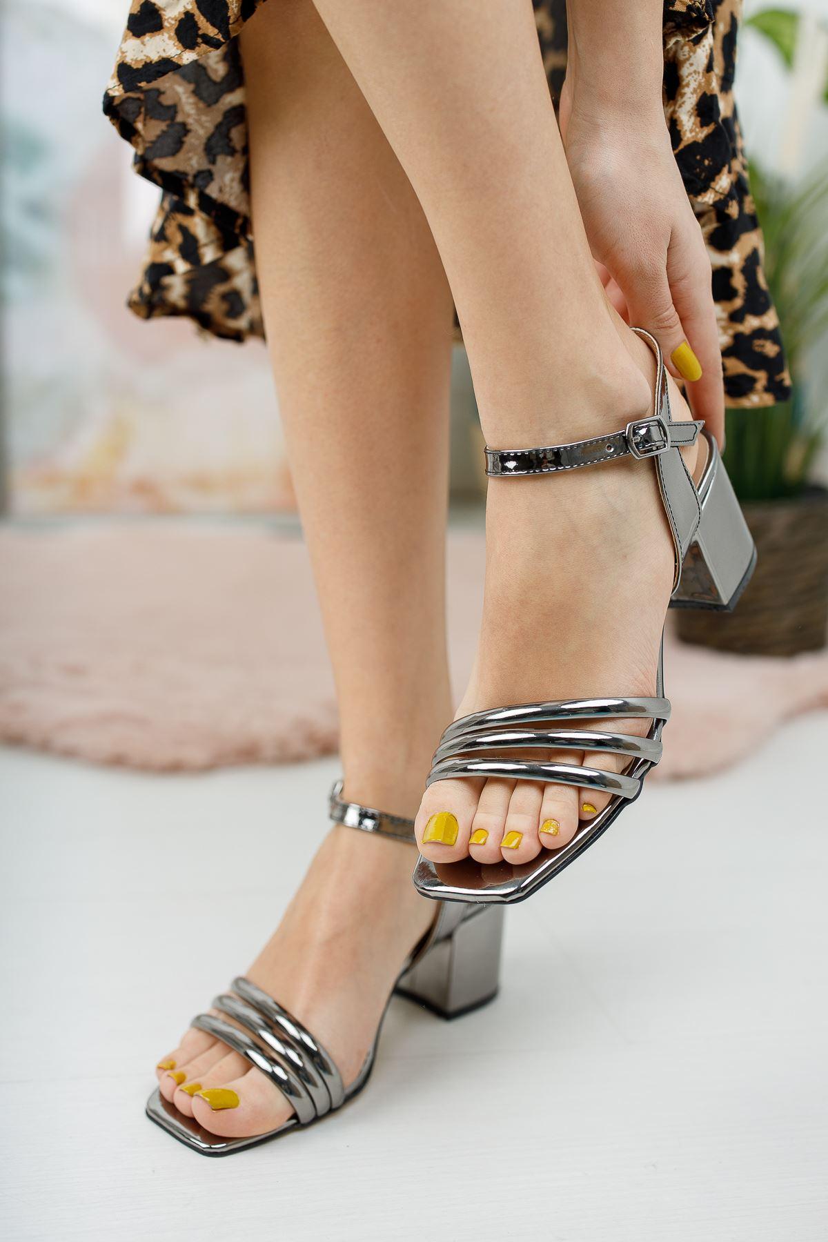 Kadın Holla Kısa Topuklu Parlak Platin Ayakkabı