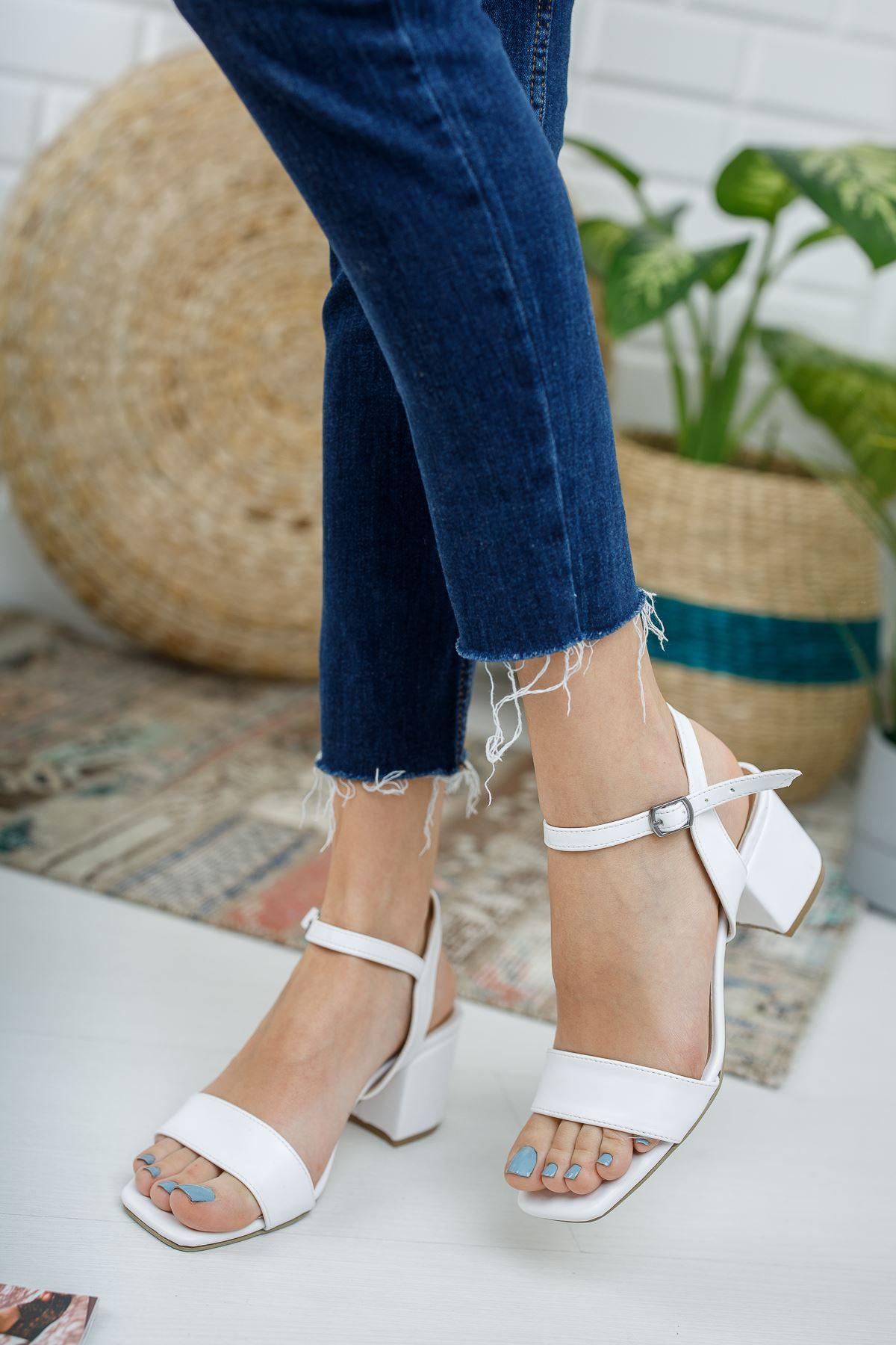 Kadın Canon Kısa Topuklu Köşe Burun Mat Deri Beyaz Ayakkabı