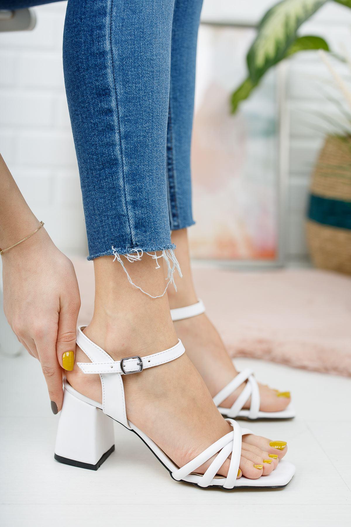 Kadın Tomar Çapraz Detaylı Kısa Topuklu Köşe Burun Mat Deri Beyaz Ayakkabı