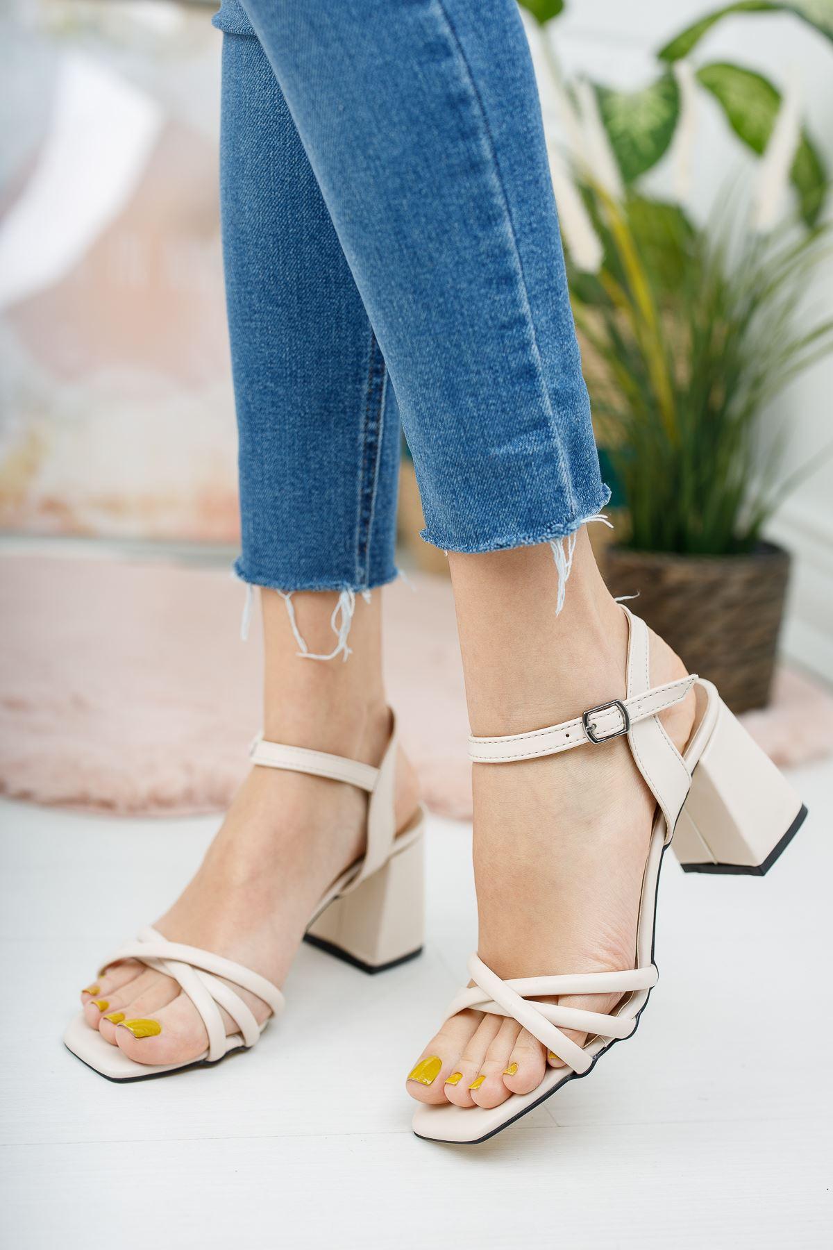 Kadın Tomar Çapraz Detaylı Mat Deri Ten Ayakkabı  Kısa Topuklu Köşe Burun
