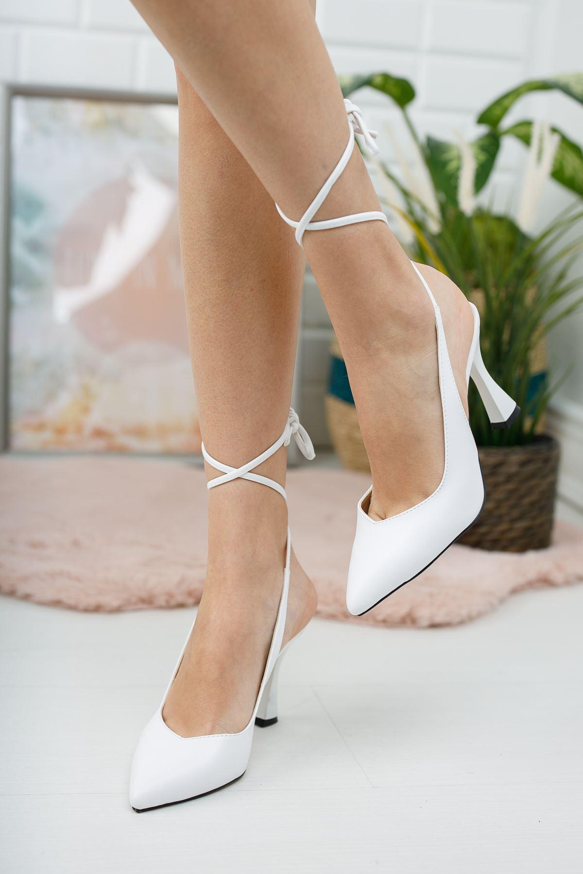 Kadın Delas Yüksek Topuklu Bağcık Detaylı Sivri Burun Mat Deri Beyaz Ayakkabı