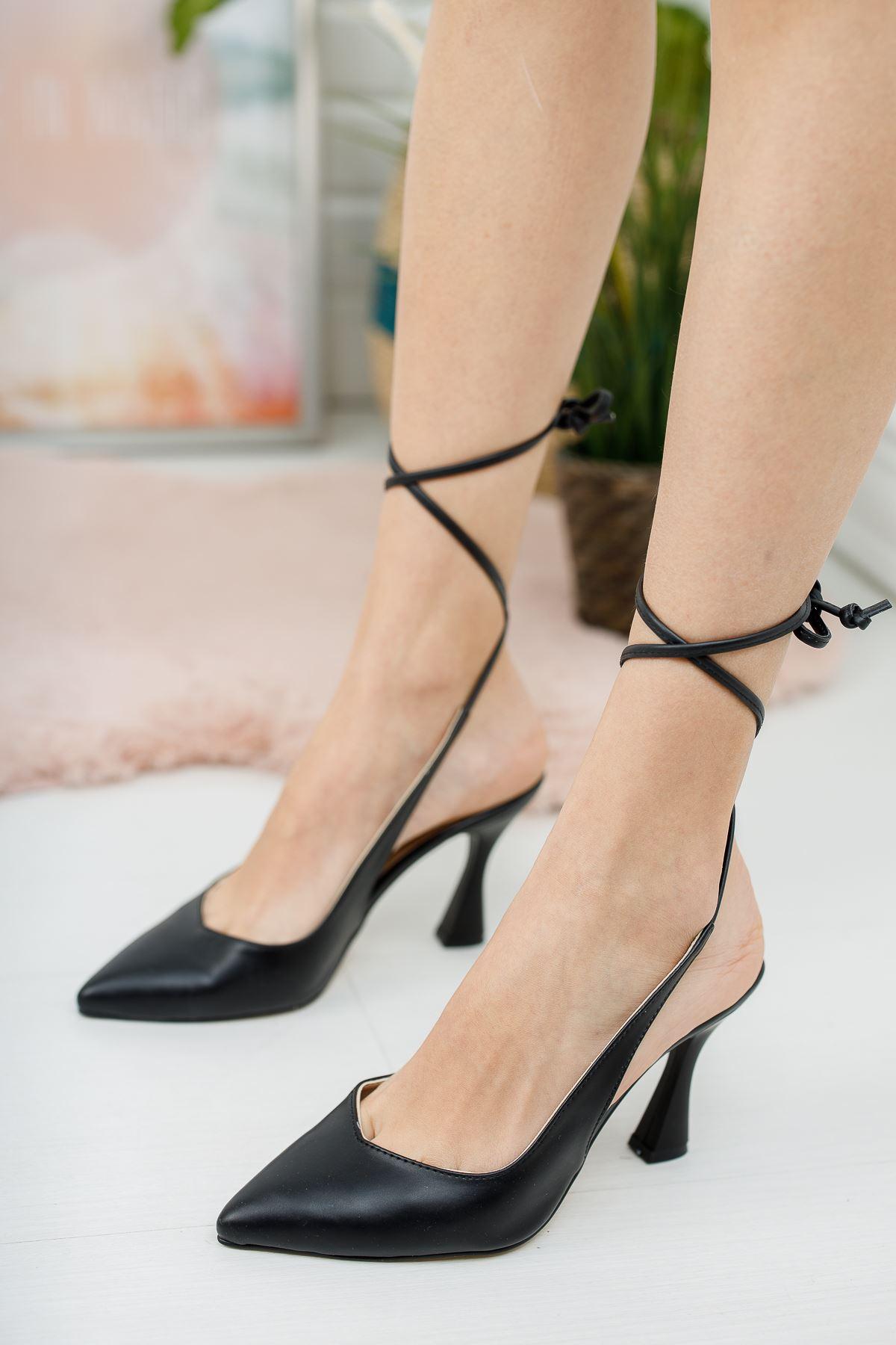 Kadın Delas Yüksek Topuklu Bağcık Detaylı Sivri Burun Mat Deri Siyah Ayakkabı