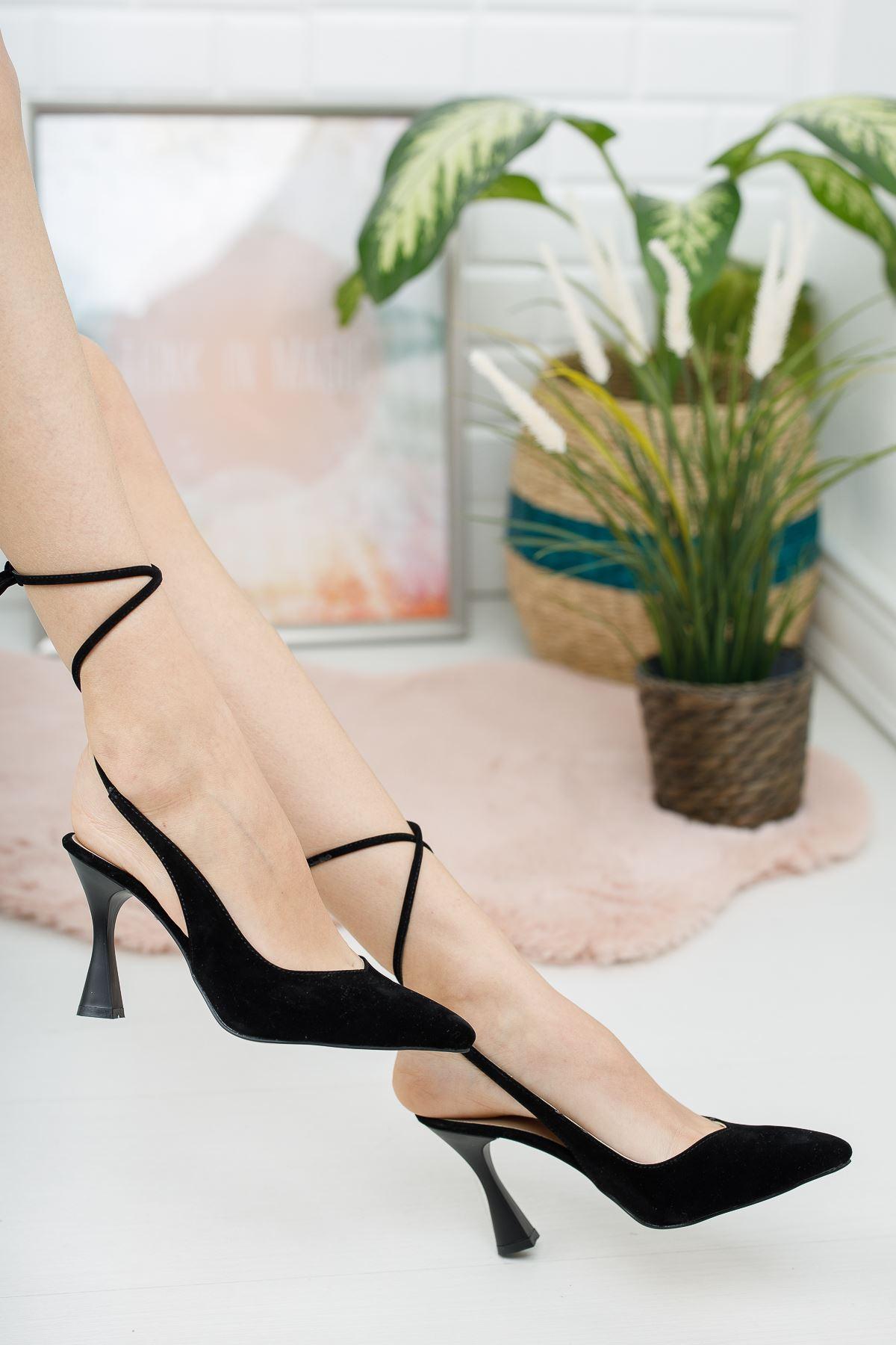 Kadın Delas Yüksek Topuklu Bağcık Detaylı Sivri Burun Siyah Süet Ayakkabı