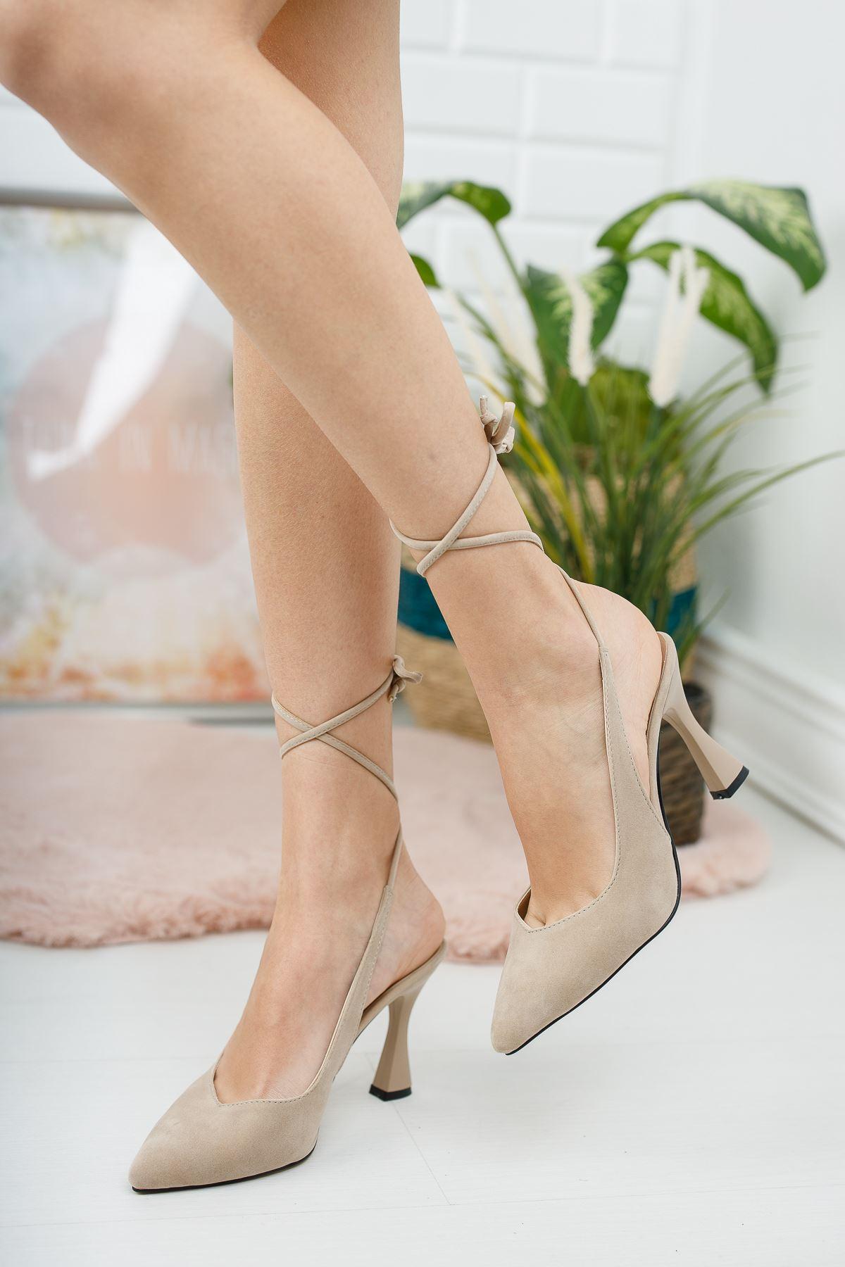 Kadın Delas Yüksek Topuklu Bağcık Detaylı Sivri Burun Ten Süet Ayakkabı