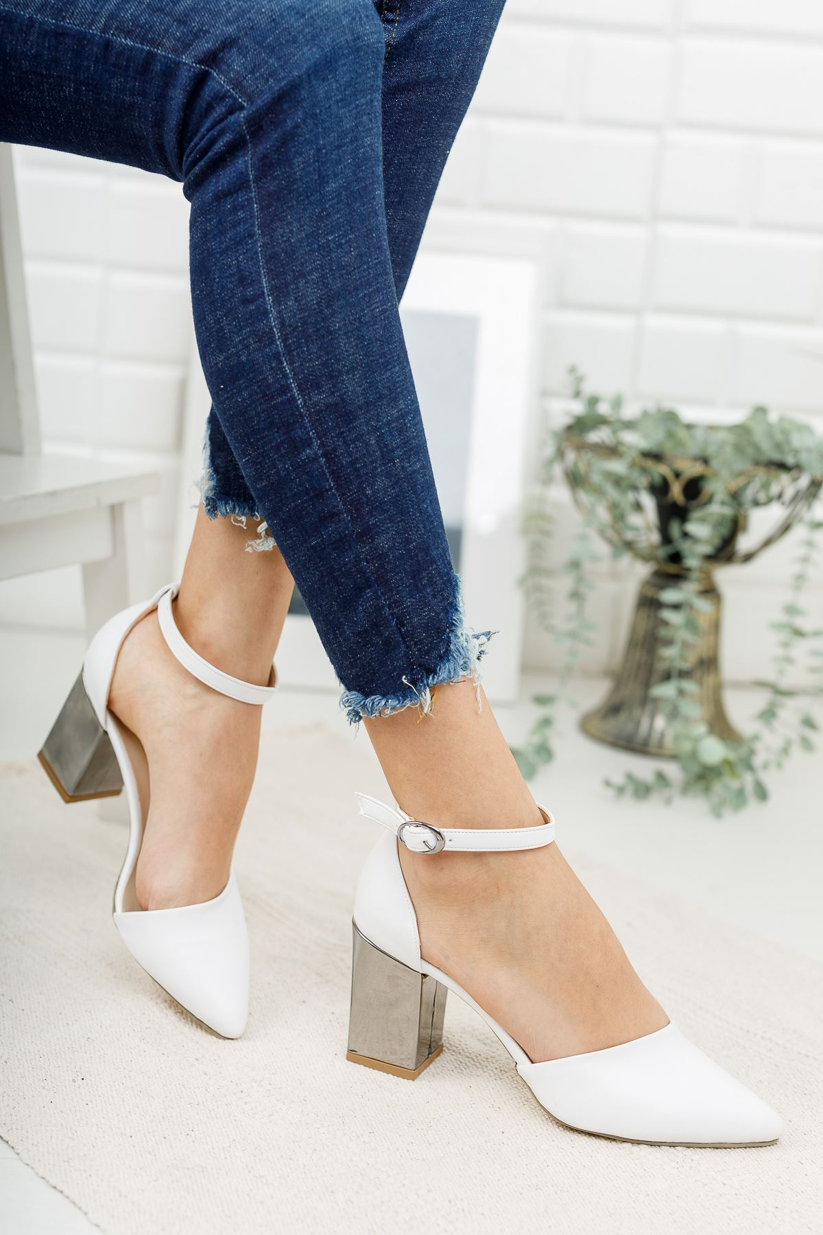 Kadın Celar Mat Deri Beyaz Ayna Topuklu Ayakkabı