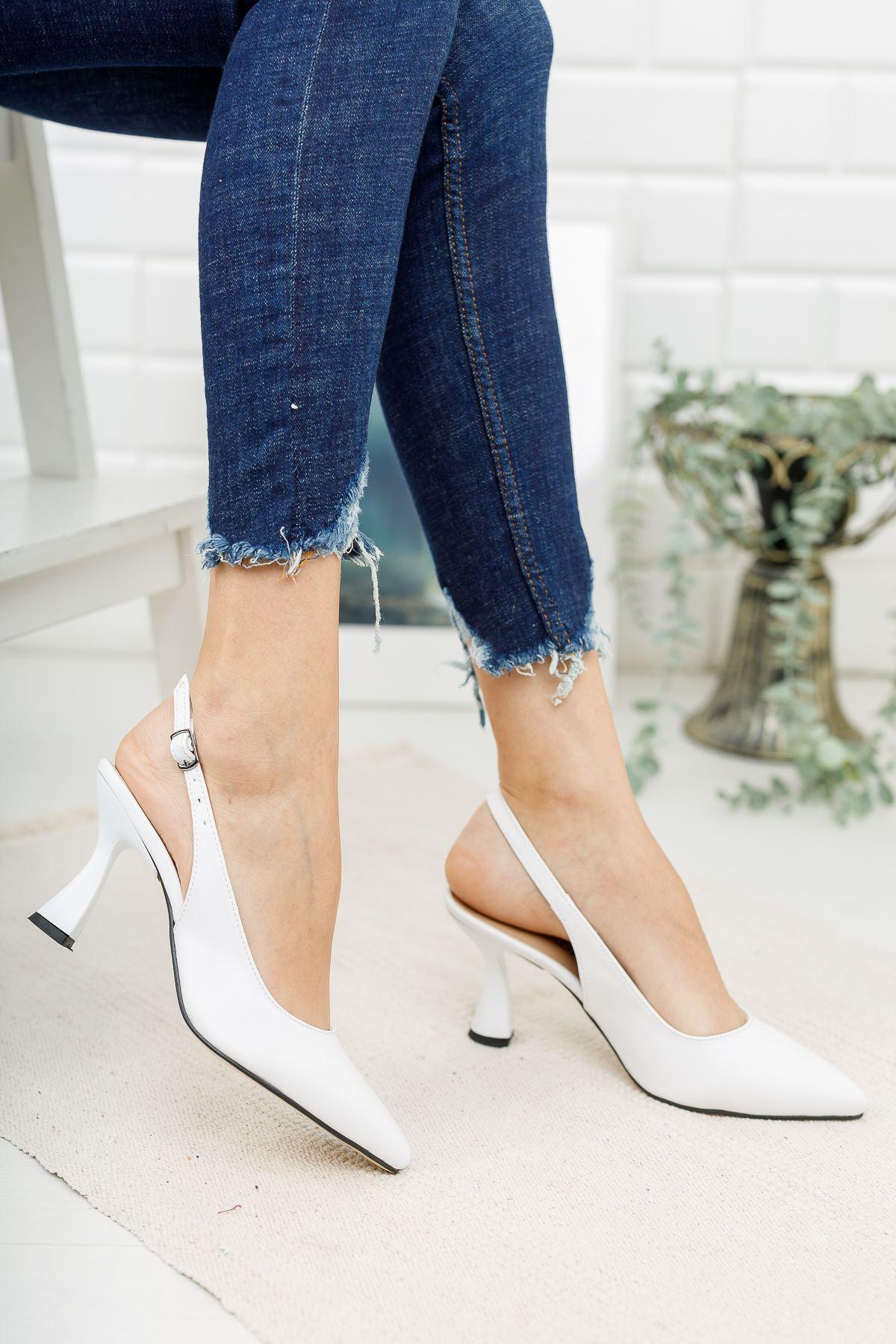 Kadın Ukes Kemer Detaylı Sivri Burun Mat Deri Beyaz Topuklu Ayakkabı