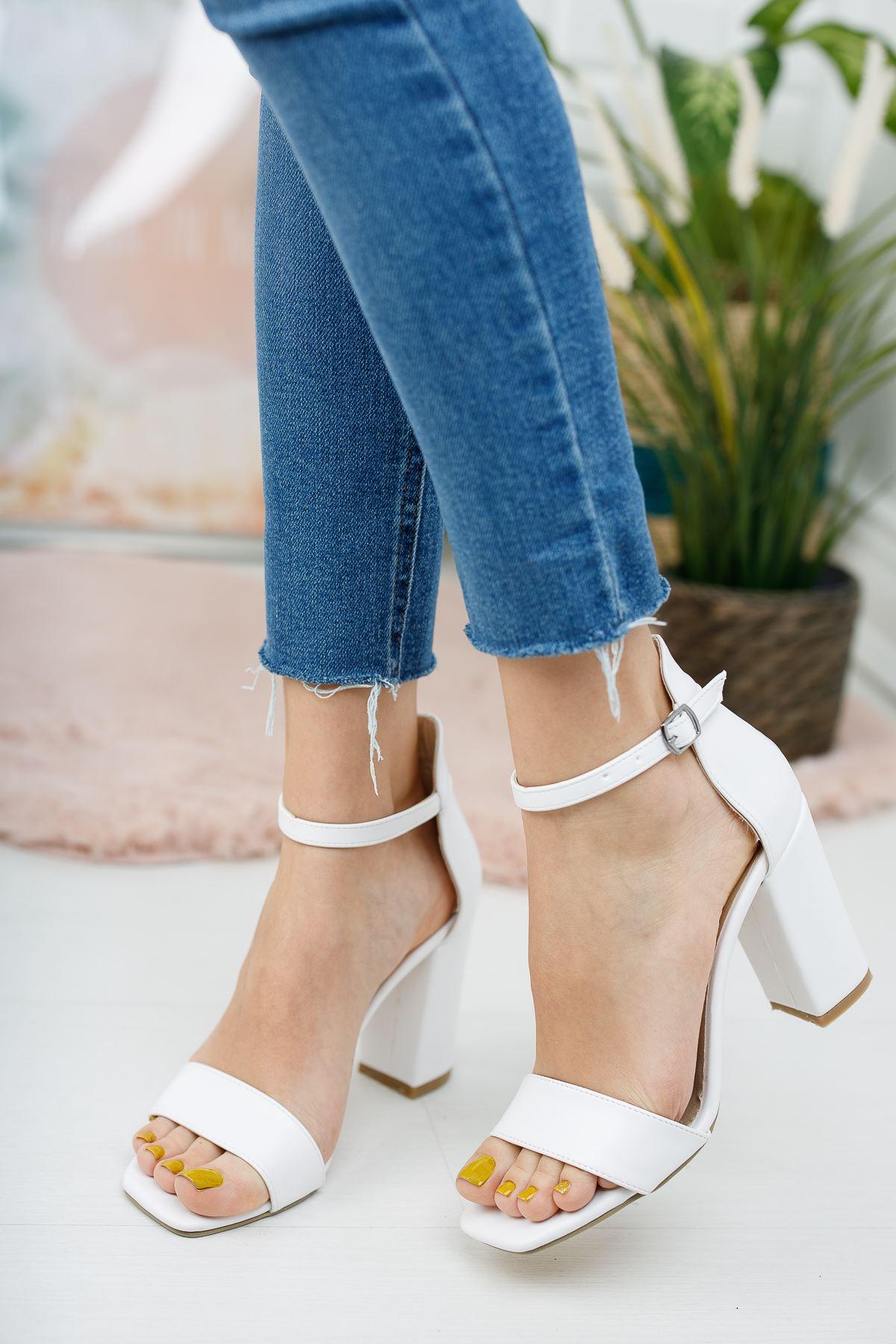 Kadın Tosion Yüksek Topuklu Köşe Burun Mat Deri Beyaz Tek Bant Ayakkabı