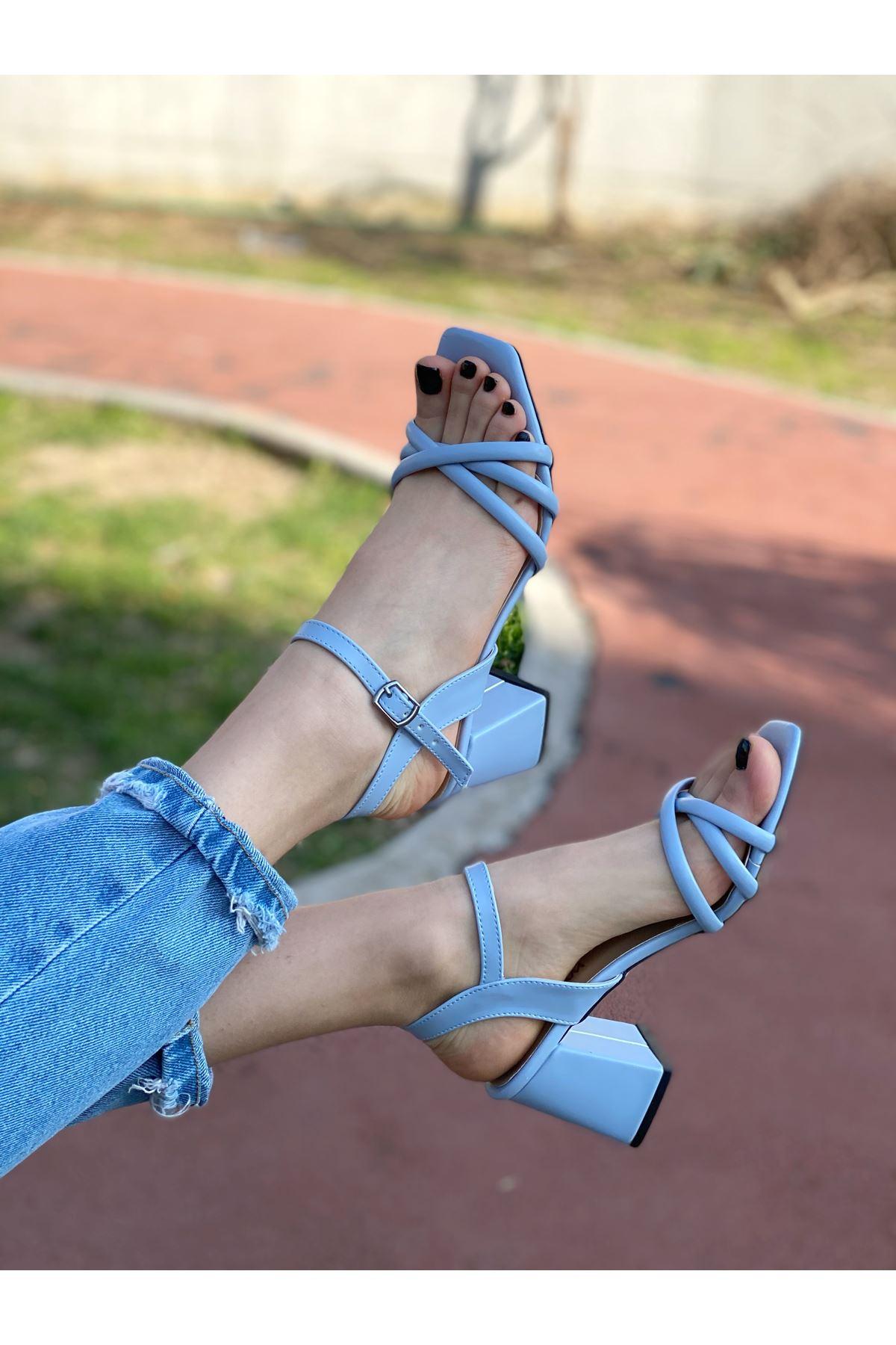 Kadın Tomar Mat Deri Bebek Mavisi Ayakkabı Çapraz Detaylı Kısa Topuklu Köşe Burun