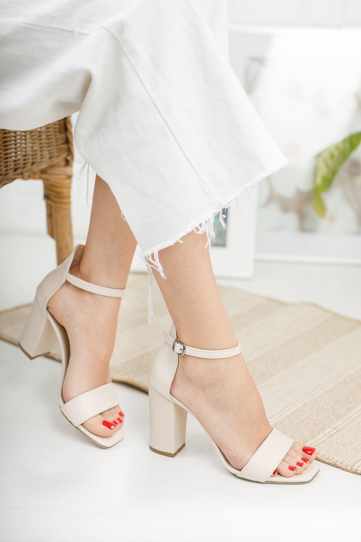 Kadın Tosion Yüksek Topuklu Köşe Burun Mat Deri Ten Tek Bant Ayakkabı
