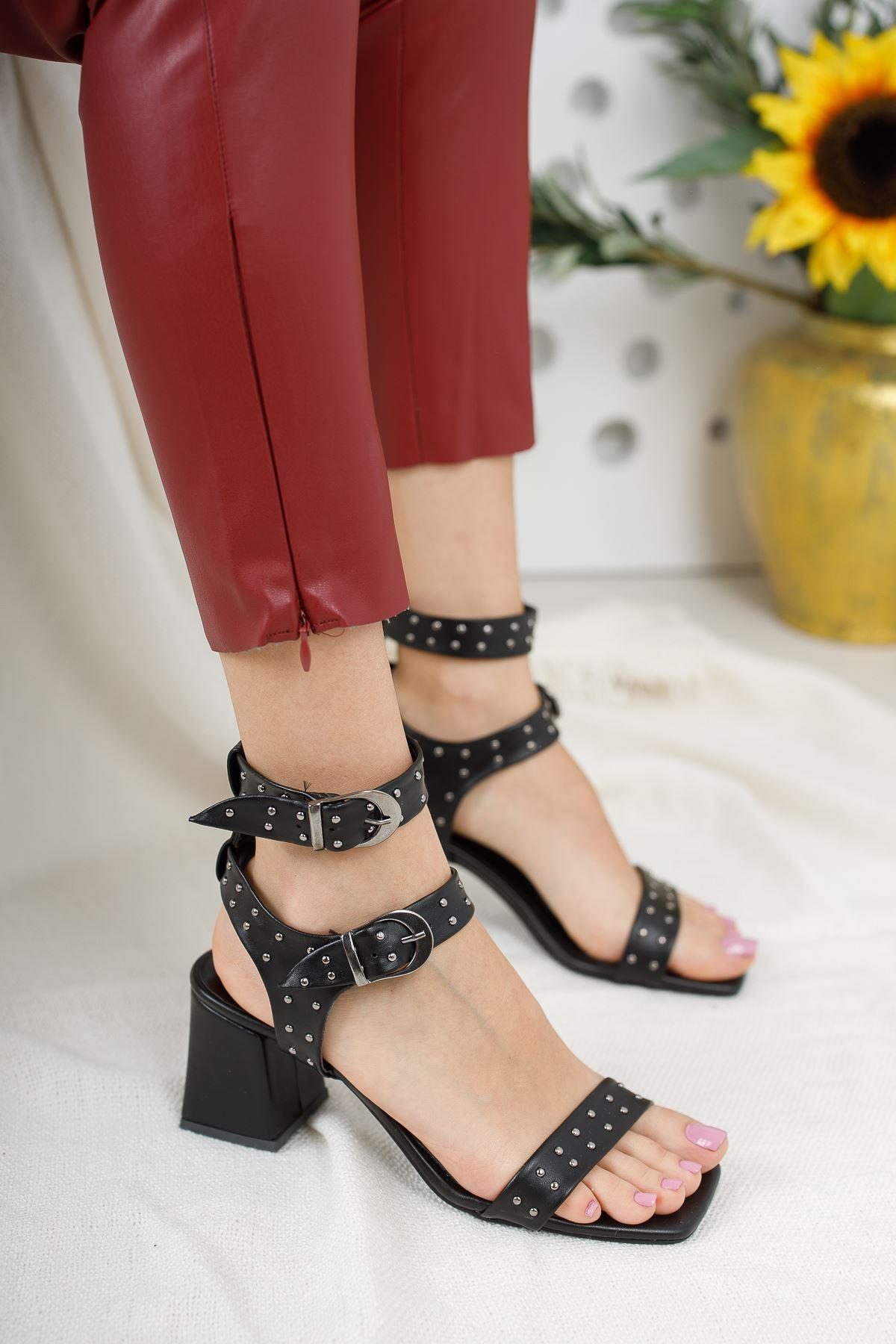 Kadın Elise  Kısa Topuku Trok Detaylı Küt Burun Mat Deri Siyah Topuklu Ayakkabı