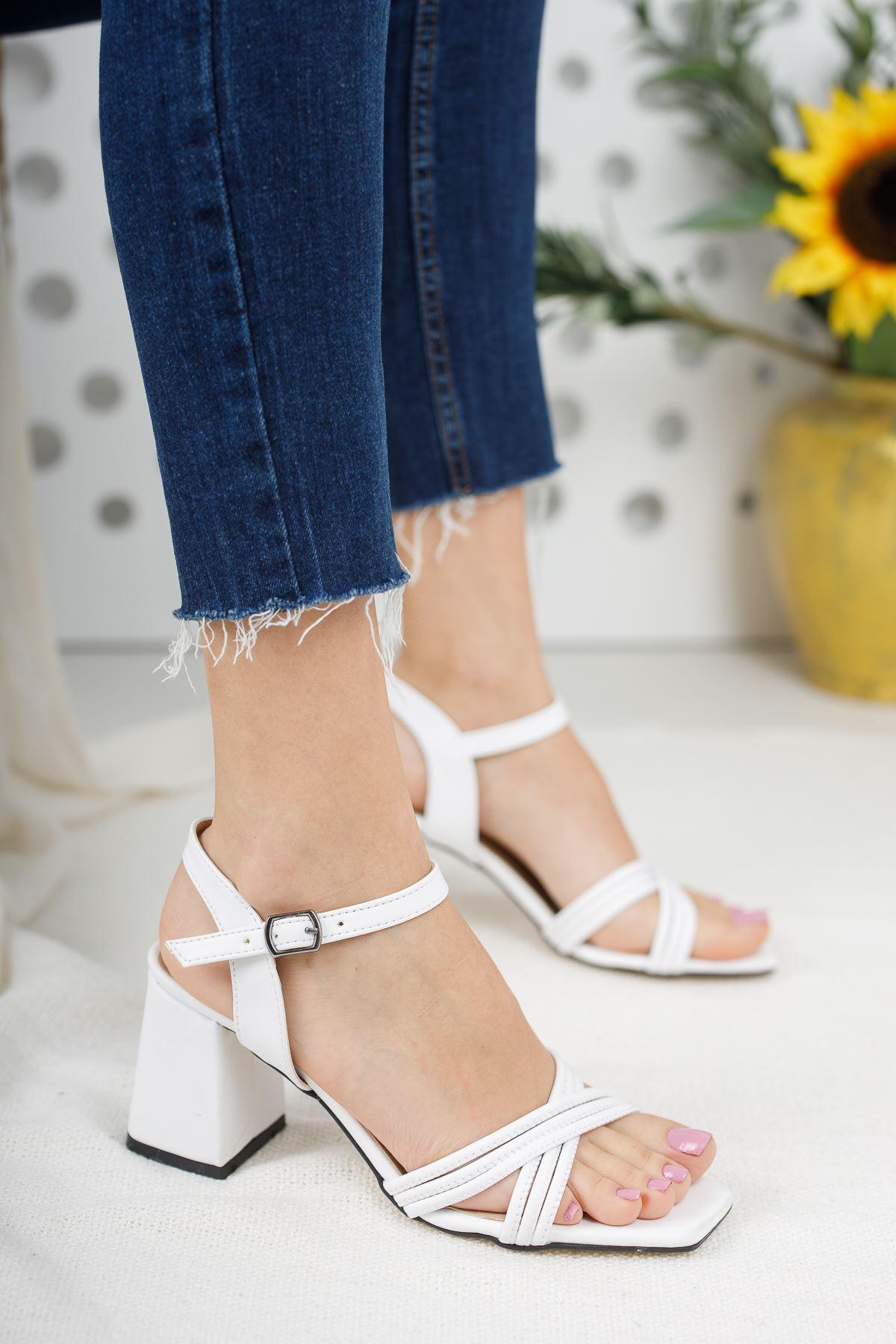 Kadın Yuli Kısa Topuklu Çapraz Biyeli Mat Deri Beyaz Topuklu Ayakkabı