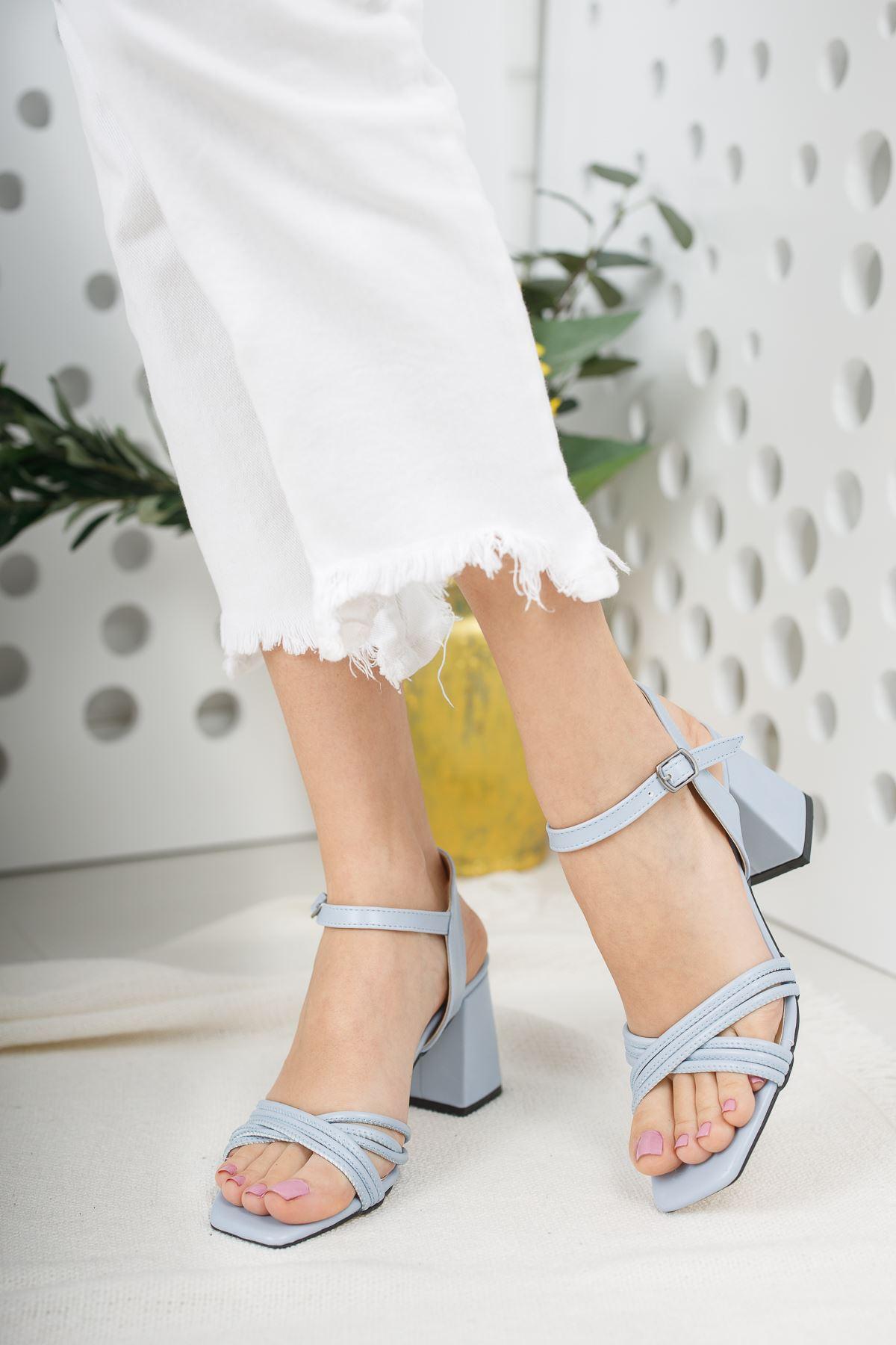 Kadın Yuli Kısa Topuklu Mavi  Çapraz Biyeli Mat Deri Topuklu Ayakkabı