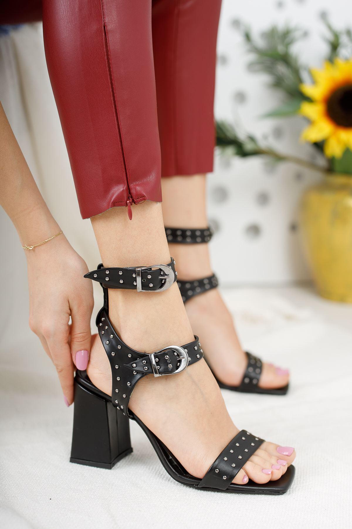 Kadın Elsam Yüksek Topuklu Trok Detaylı Küt Burun Mat Deri Siyah Topuklu Ayakkabı