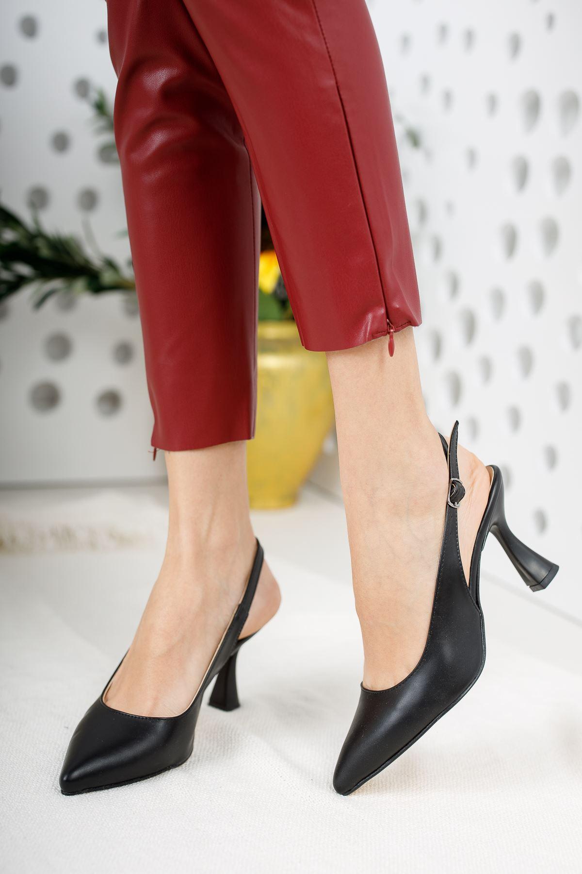 Kadın Ukes Kemer Detaylı Sivri Burun Mat Deri Siyah Topuklu Ayakkabı