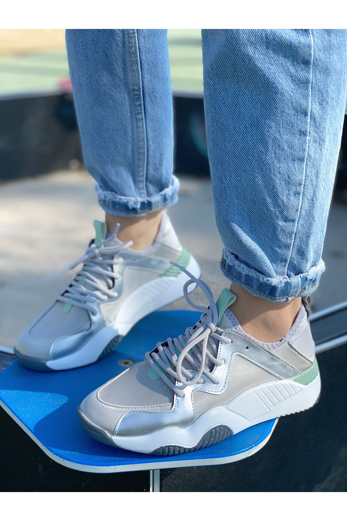 Kadın Mendi Mat Deri Bağcık Detaylı Spor Ayakkabı Gri