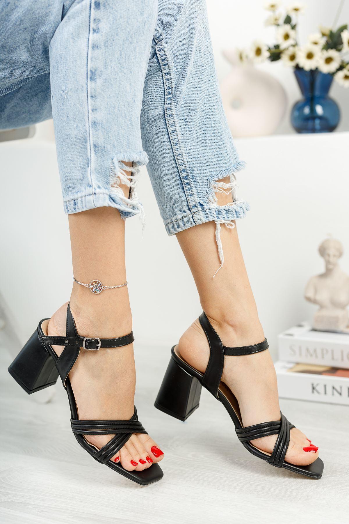 Kadın Yuli Kısa Topuklu Çapraz Biyeli Mat Deri Siyah Topuklu Ayakkabı