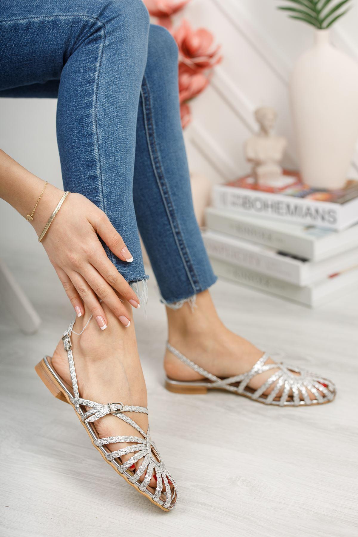 Kadın Mislina Bağ Detay Düz Taban Kadın Gümüş Sandalet