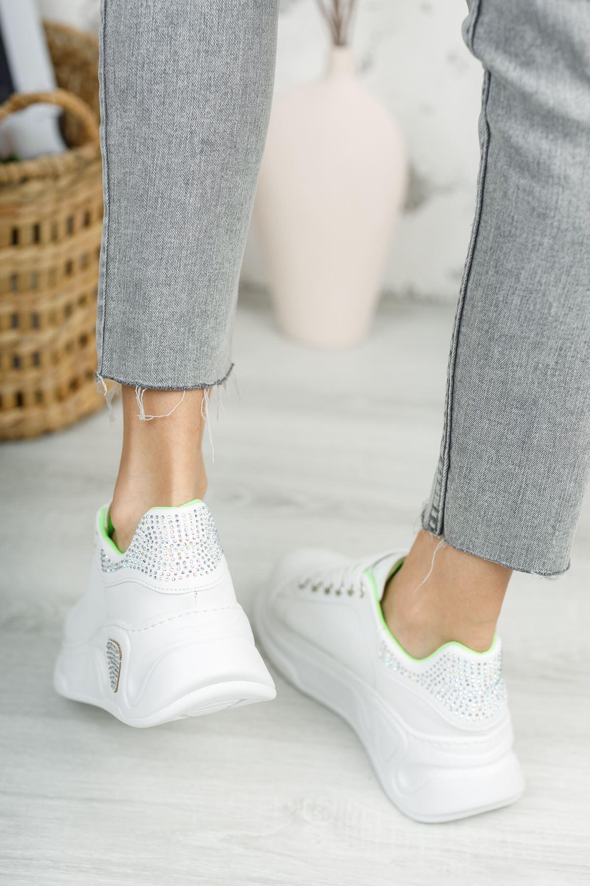 Kadın Taylor Taş Detay Kalın Taban Beyaz Spor Ayakkabı Bağcıklı Mat Deri