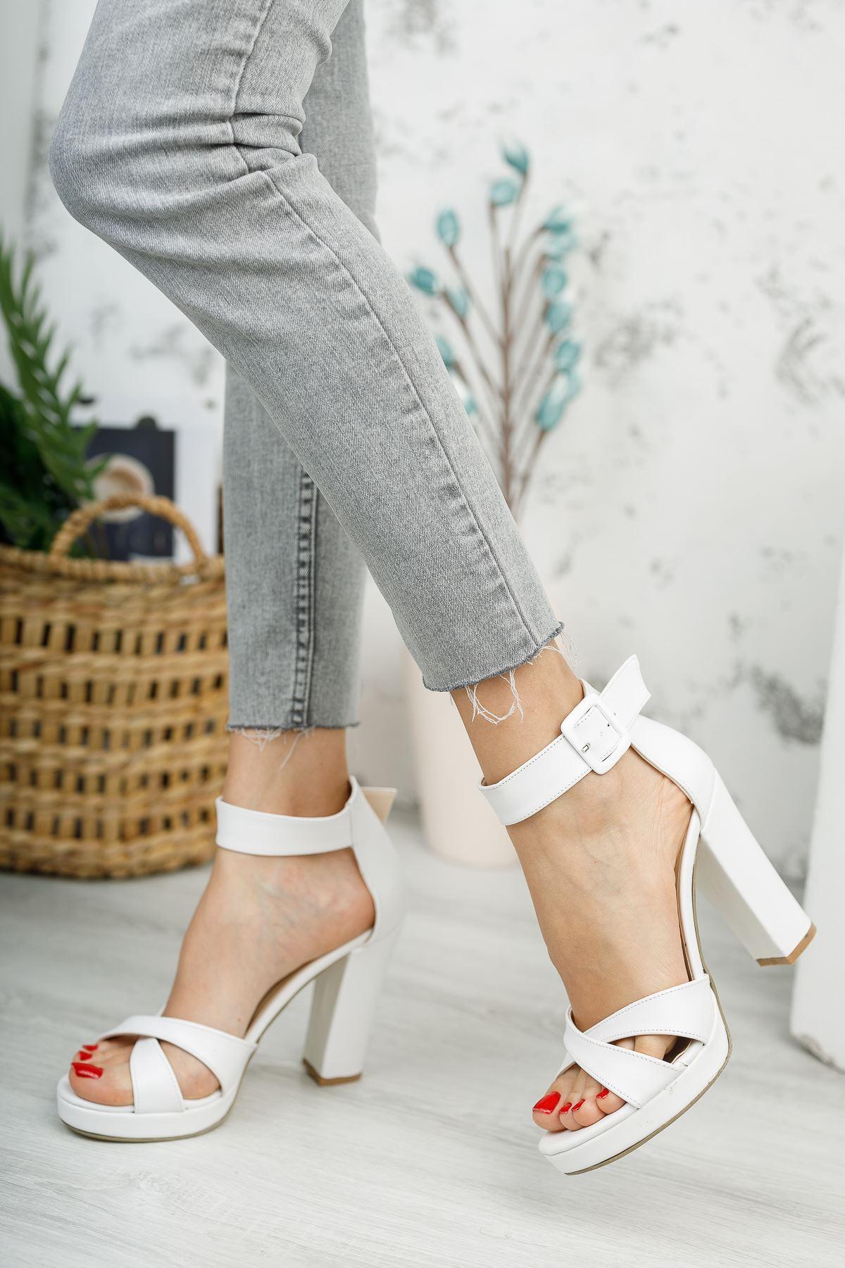 Kadın Loked Yüksek Topuklu Çapraz Bantlı Beyaz Mat Deri  Tek Bant Ayakkabı