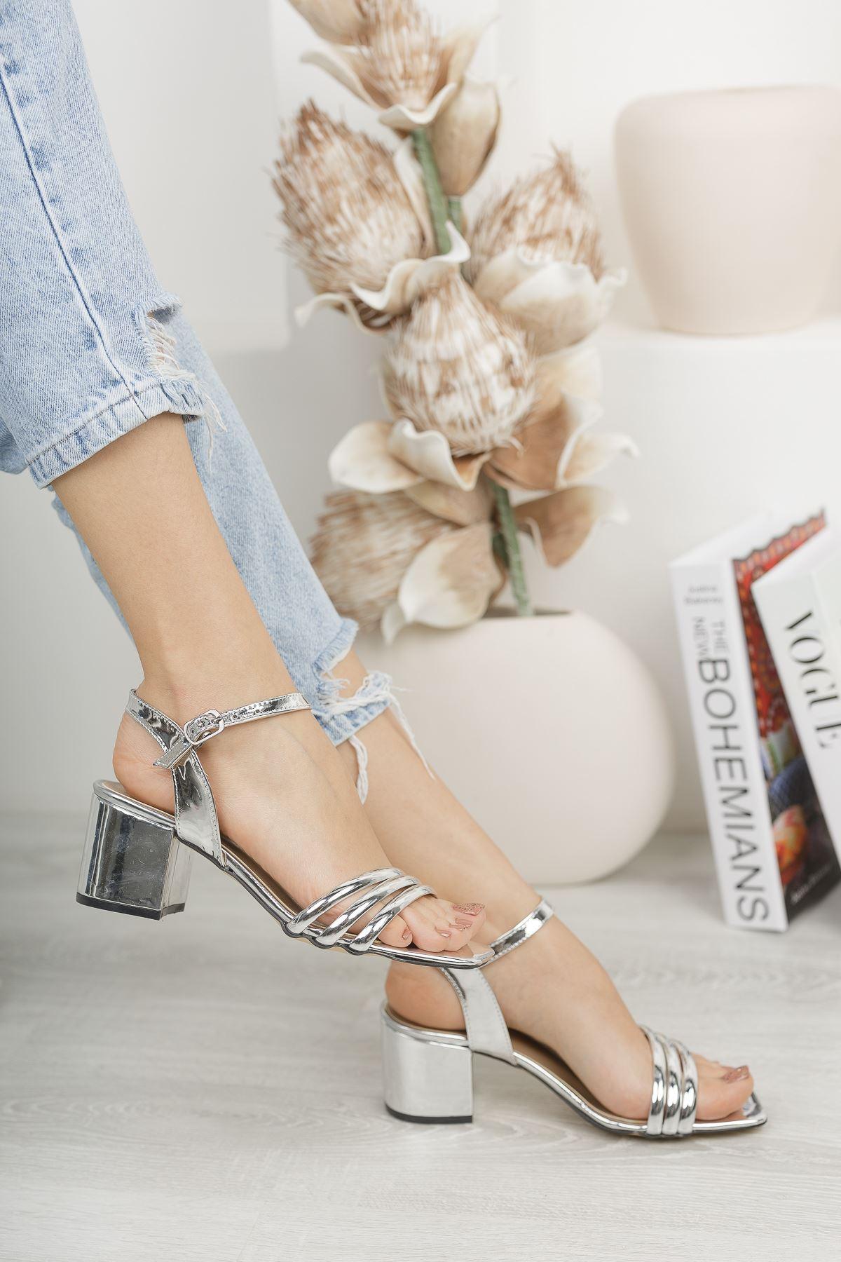 Kadın Holla Kısa Topuklu Parlak Gümüş Ayakkabı