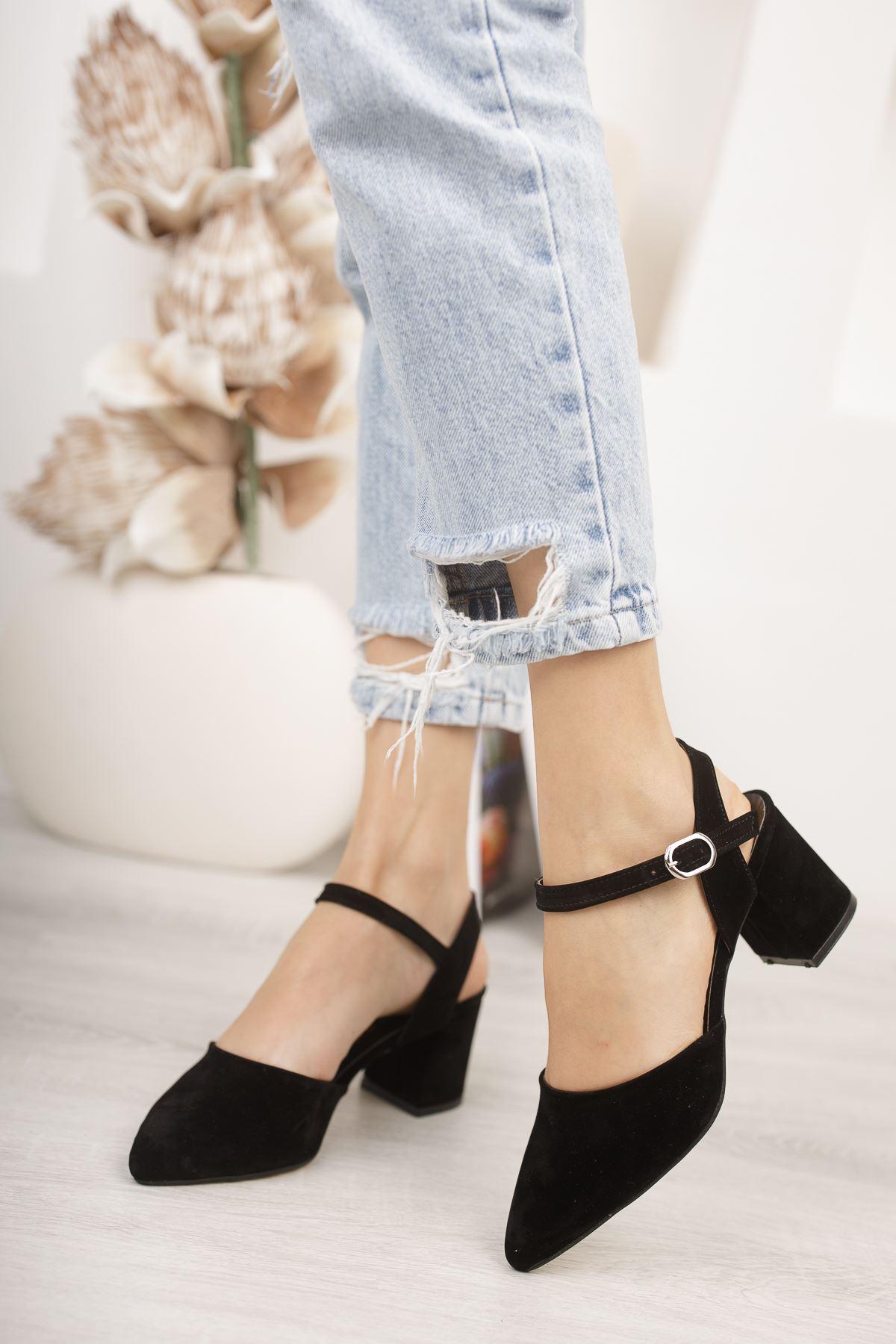 Kadın Vodes Kemer Detaylı Siyah Süet Topuklu Ayakkabı