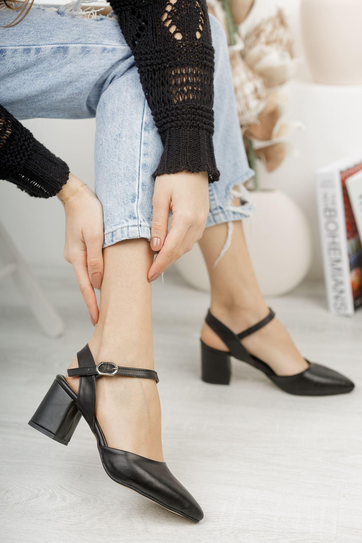 Kadın Vodes Kemer Detaylı Mat Deri Siyah Topuklu Ayakkabı